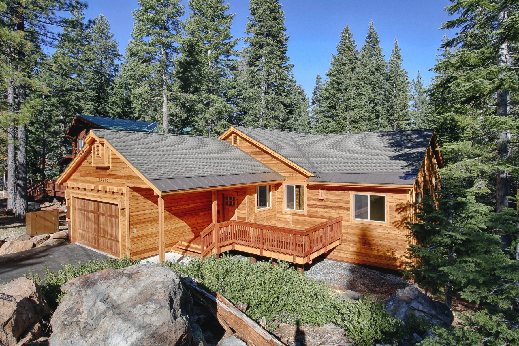 Additional photo for property listing at 13479 Davos Dr. Truckee, CA 96161 13476 Davos Drive Truckee, California 96161 Estados Unidos