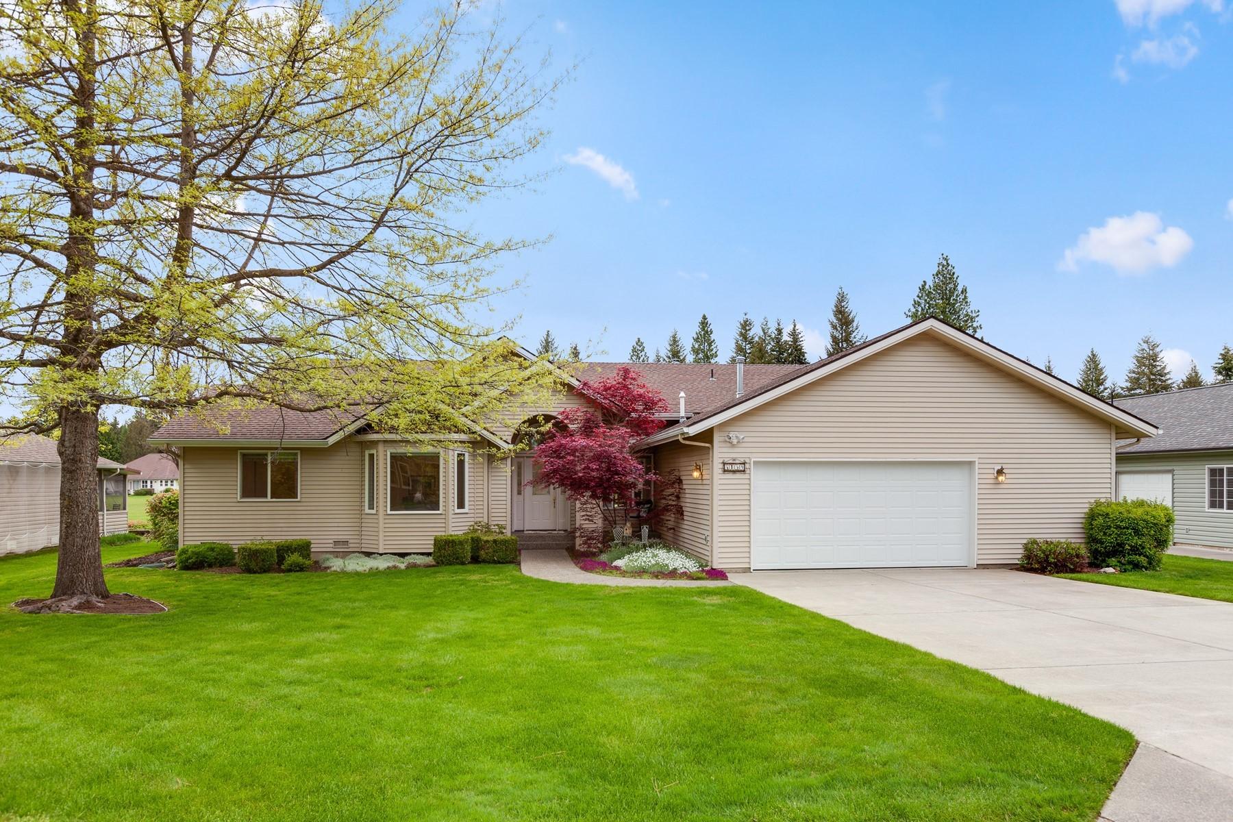 Single Family Homes por un Venta en Golf Course Single Level Beauty 5159 W Village Blvd Rathdrum, Idaho 83858 Estados Unidos