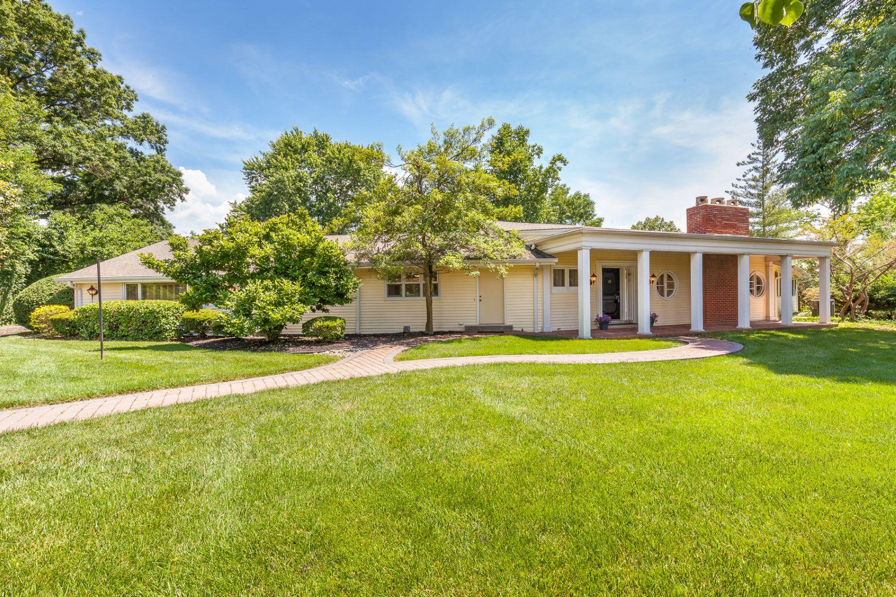 独户住宅 为 销售 在 Clayton Road 12426 Clayton Road Town And Country, 密苏里州, 63131 美国