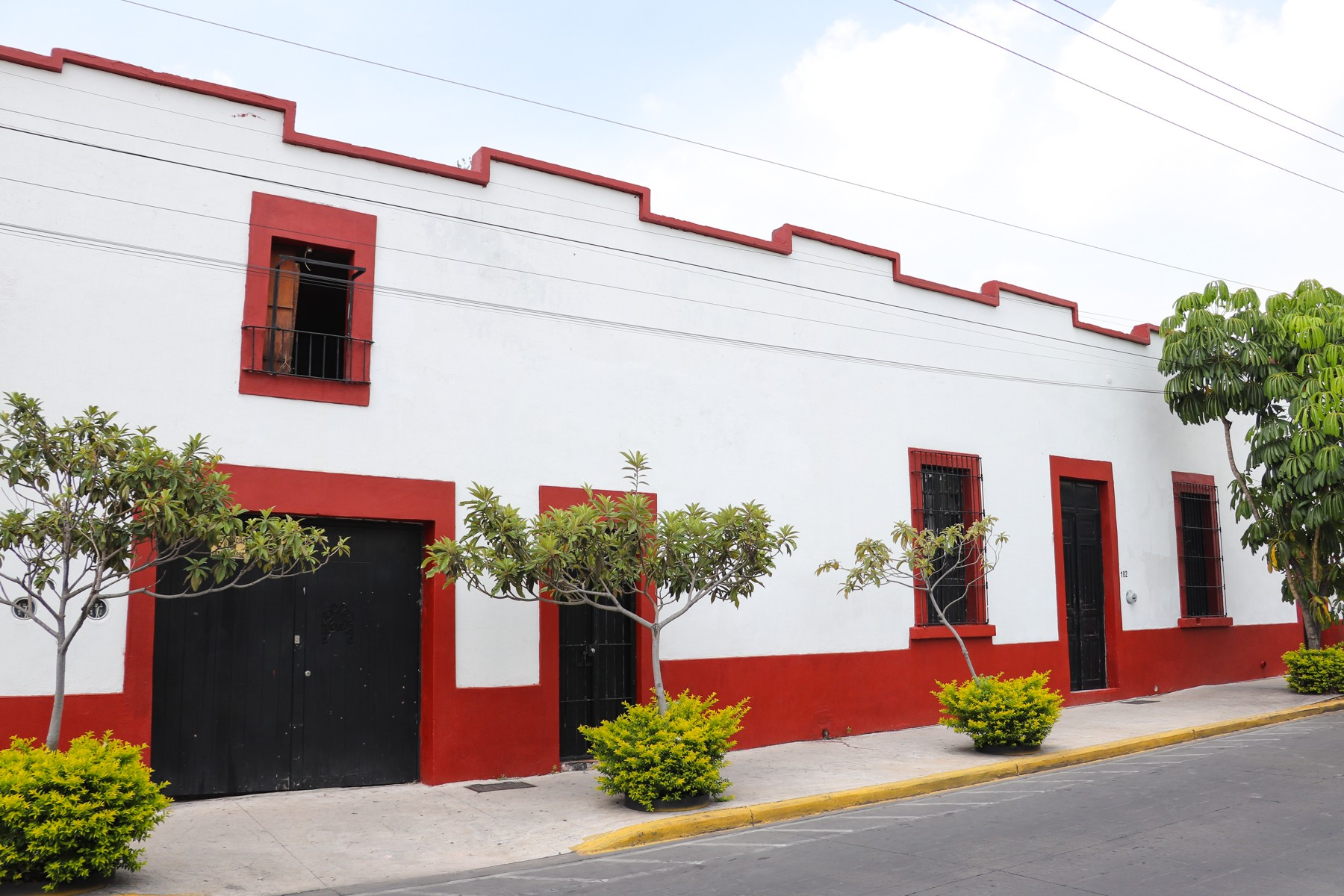 Single Family Homes 용 매매 에 Casa Centro de Zapopan Javier Mina 182 Centro Zapopan Guadalajara, Jalisco 44799 멕시코