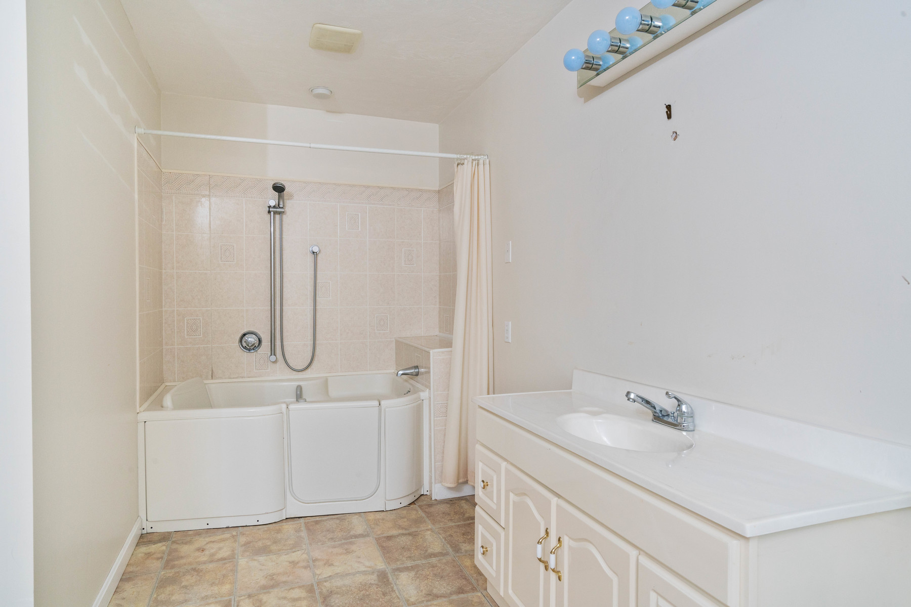Additional photo for property listing at 60 SCHOOLMASTERS LANE: PRECINCT I 60 SCHOOLMASTERS LANE: PRECINCT I Dedham, Массачусетс 02026 Соединенные Штаты