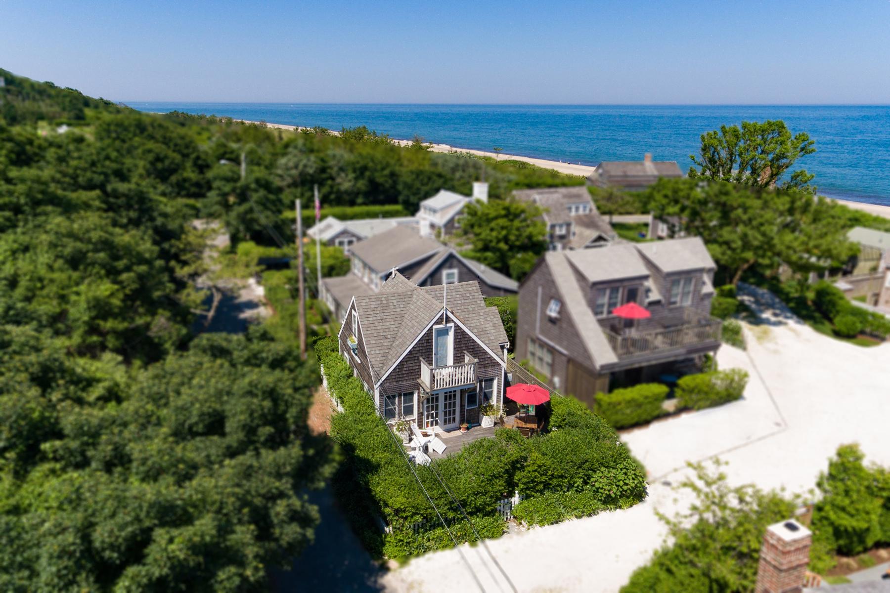 Single Family Homes por un Venta en Seaside Cottage 25 BankStreet Siasconset, Massachusetts 02564 Estados Unidos
