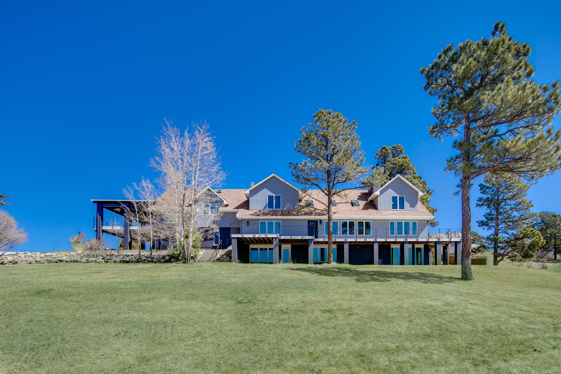 Property por un Venta en A peaceful and private estate set on almost ten fantastic acres! 9735 E Tom Tom Dr Parker, Colorado 80138 Estados Unidos