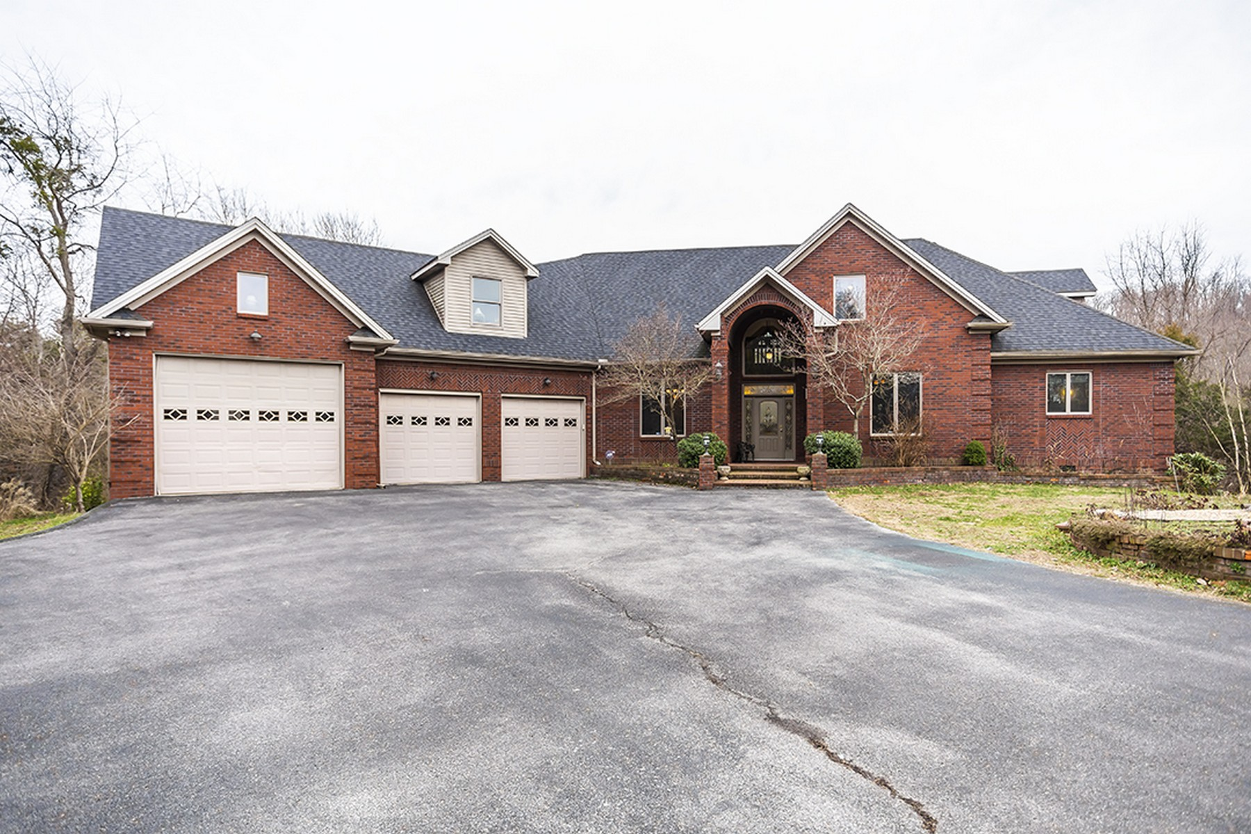 Single Family Homes por un Venta en 175 Pine Valley Drive Berea, Kentucky 40403 Estados Unidos