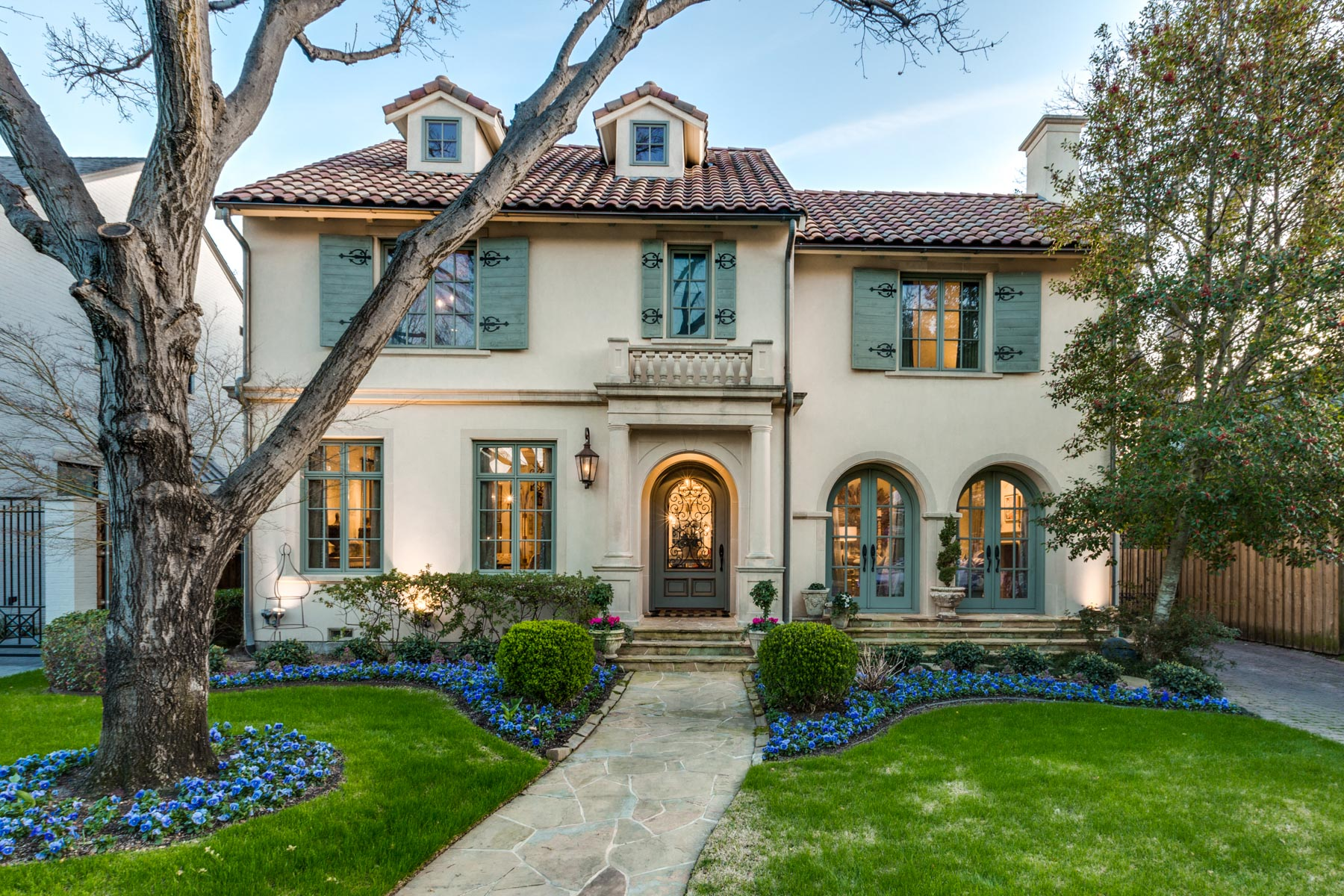 Single Family Home for Sale at Classic Home in the Heart of Highland Park 4325 Fairfax Avenue, Highland Park, Texas, 75205 United States