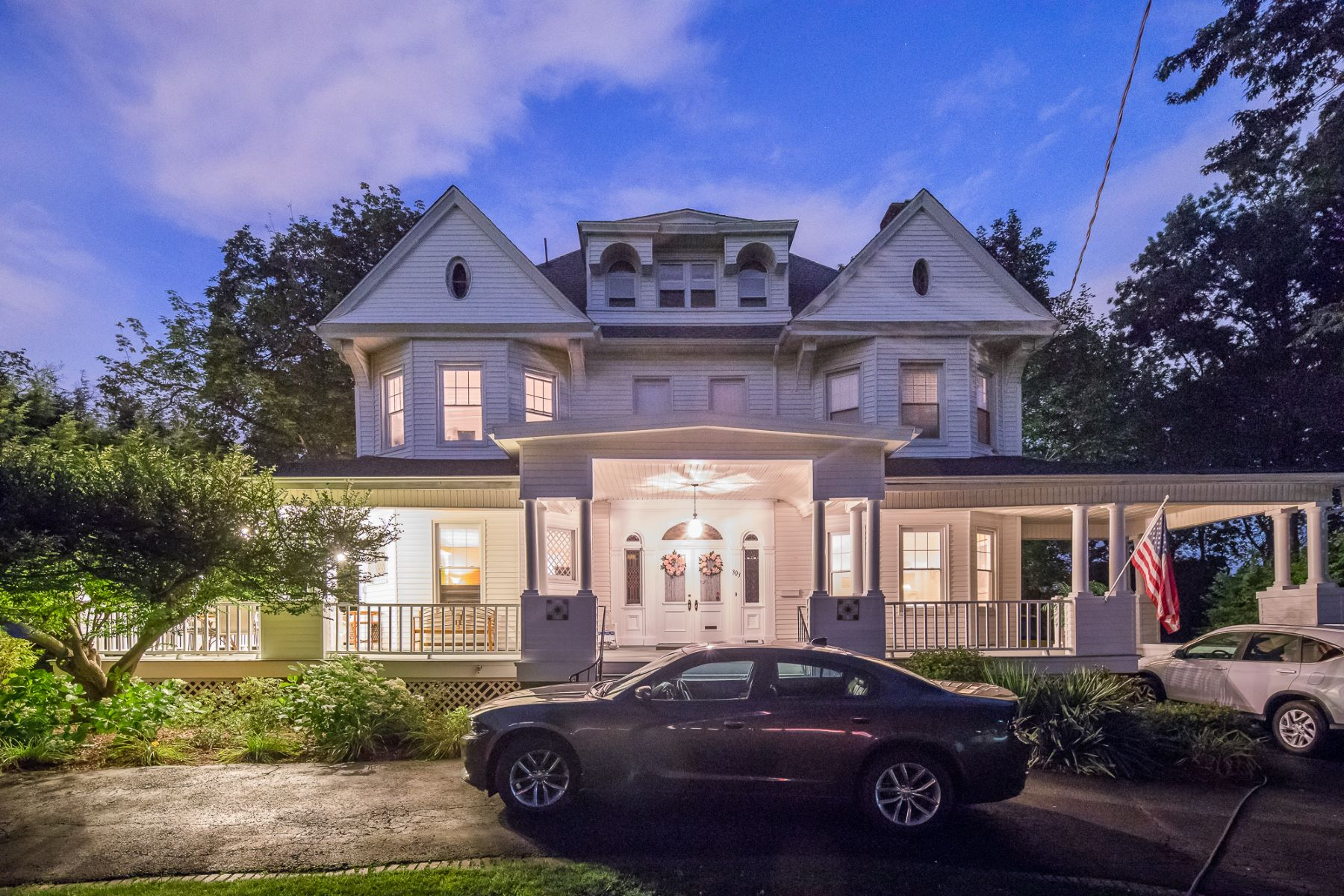 Single Family Home for Sale at 330 Summit Avenue 303 Summit Ave, Hackensack, New Jersey 07601 United States