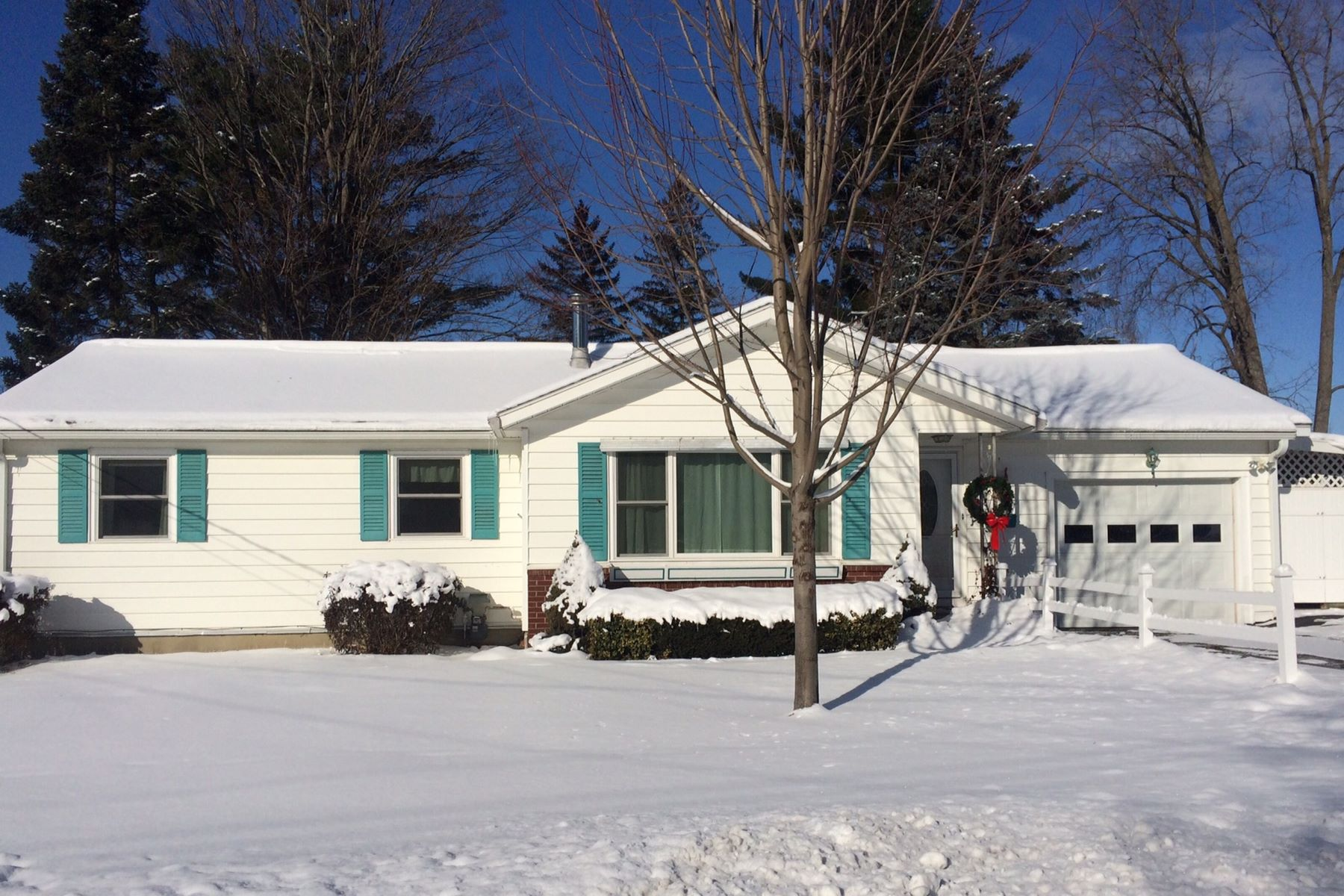 Single Family Home for Sale at 16 Upland Road, Essex Junction 16 Upland Rd Essex Junction, Vermont 05452 United States
