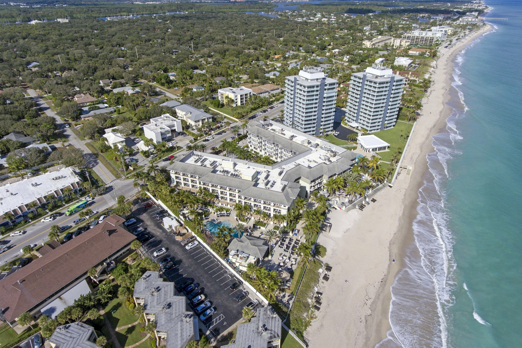 Additional photo for property listing at Fully Furnished Two Bedroom Unit with Fantastic Amenities 3500 Ocean Drive #325 Vero Beach, Florida 32963 United States