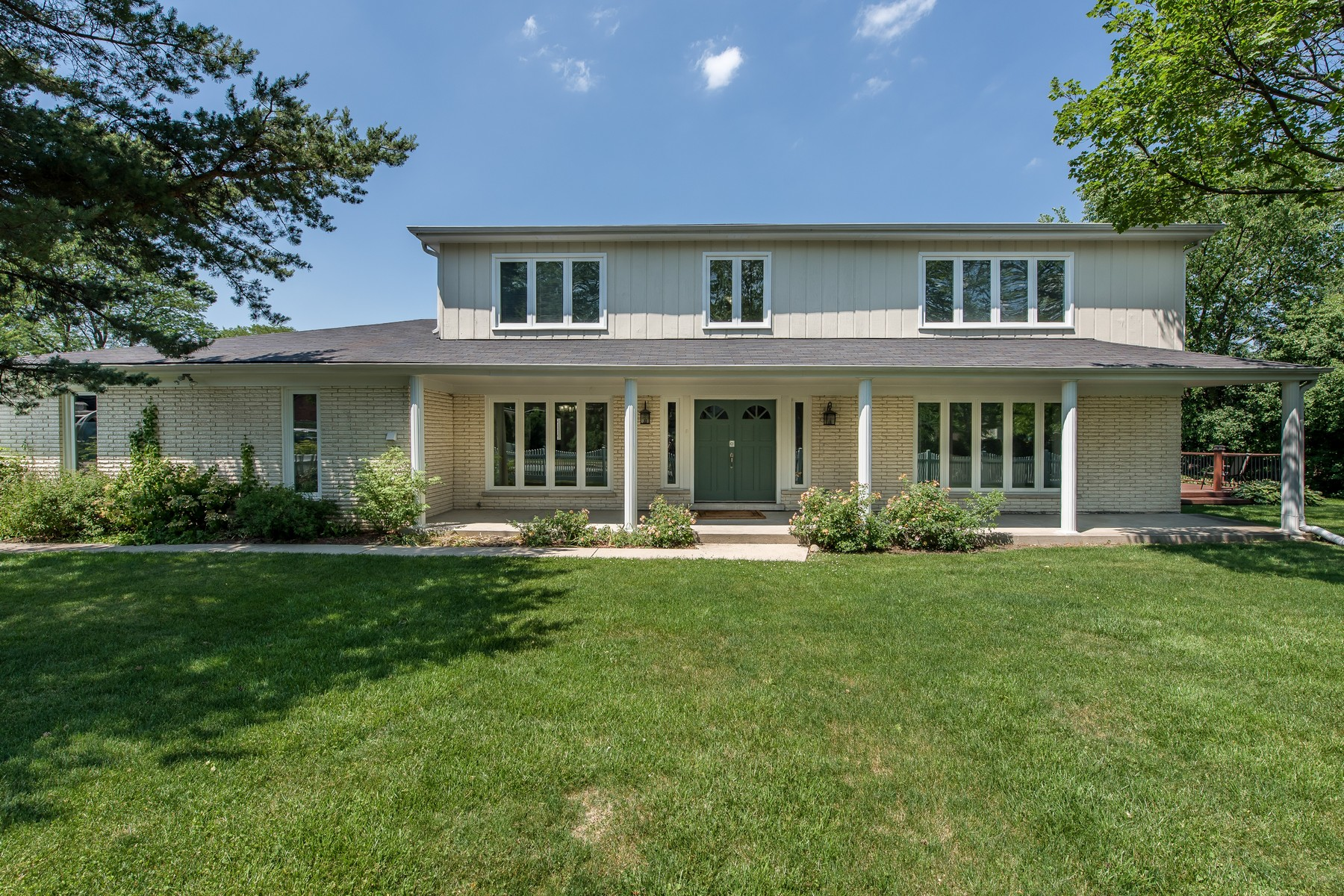 Casa Unifamiliar por un Venta en Spacious Two Story Home 2736 Glenview Road Glenview, Illinois, 60025 Estados Unidos