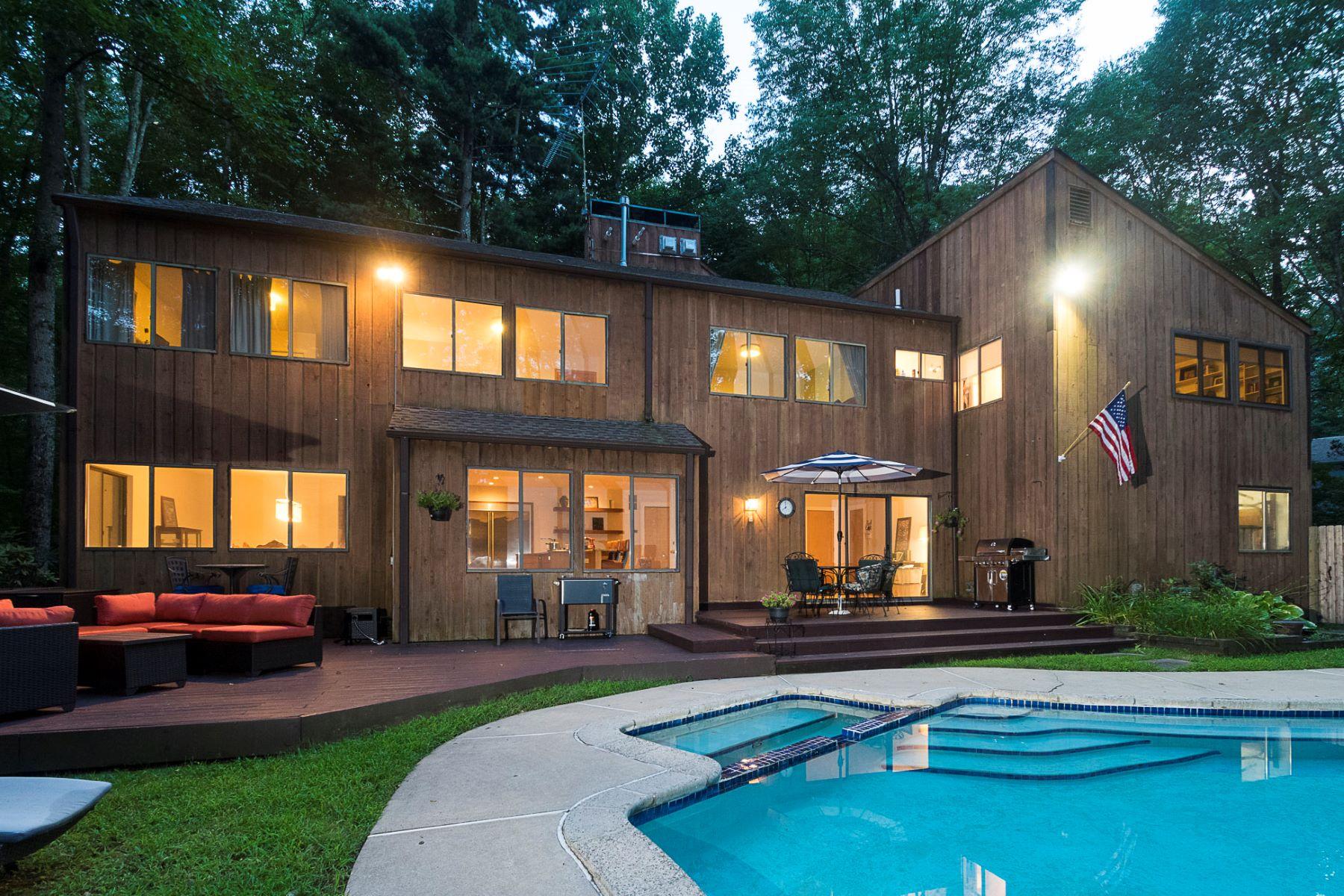 Частный односемейный дом для того Продажа на Cedar-Clad Contemporary Hidden in the Woods 641 Lawrenceville Road, Princeton, Нью-Джерси 08540 Соединенные ШтатыВ/Около: Princeton