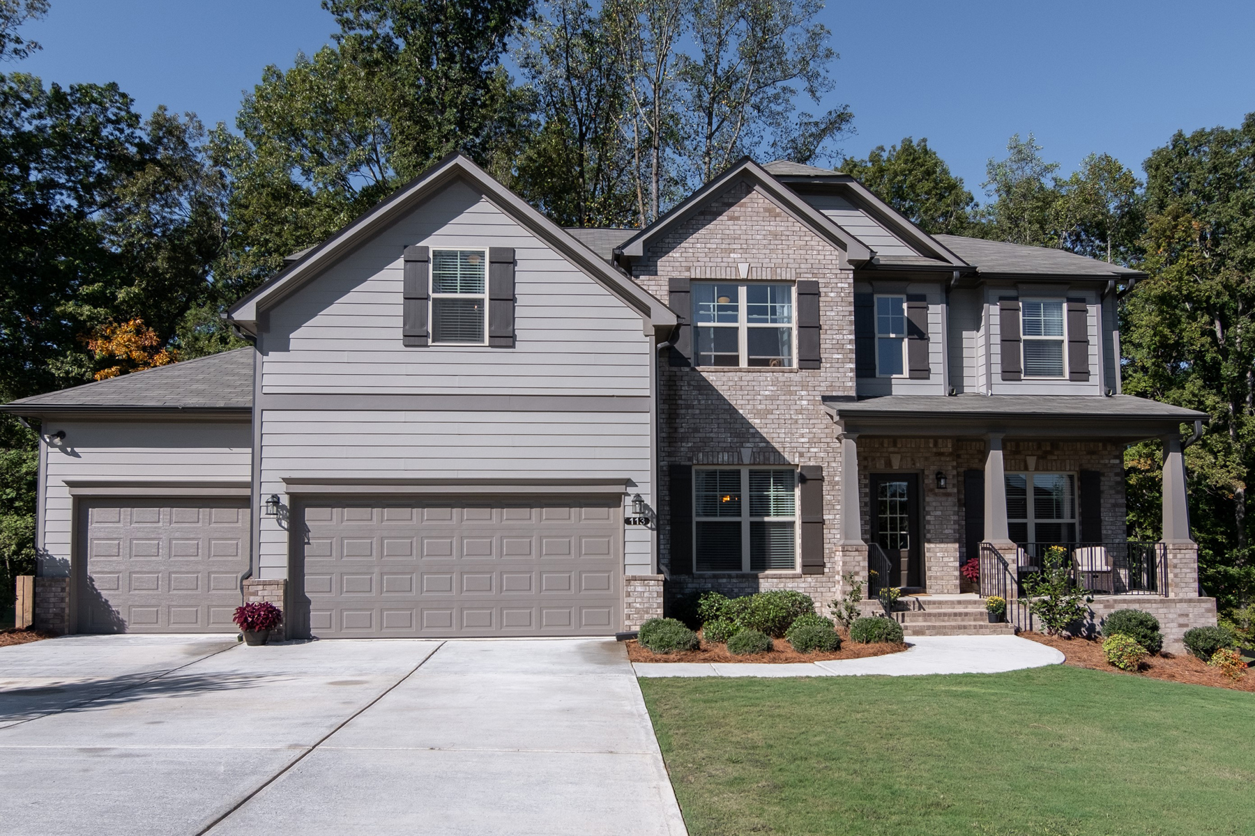 Single Family Homes per Vendita alle ore Like New Charmer In Grand Oaks 113 Grand Oaks Drive, Canton, Georgia 30115 Stati Uniti