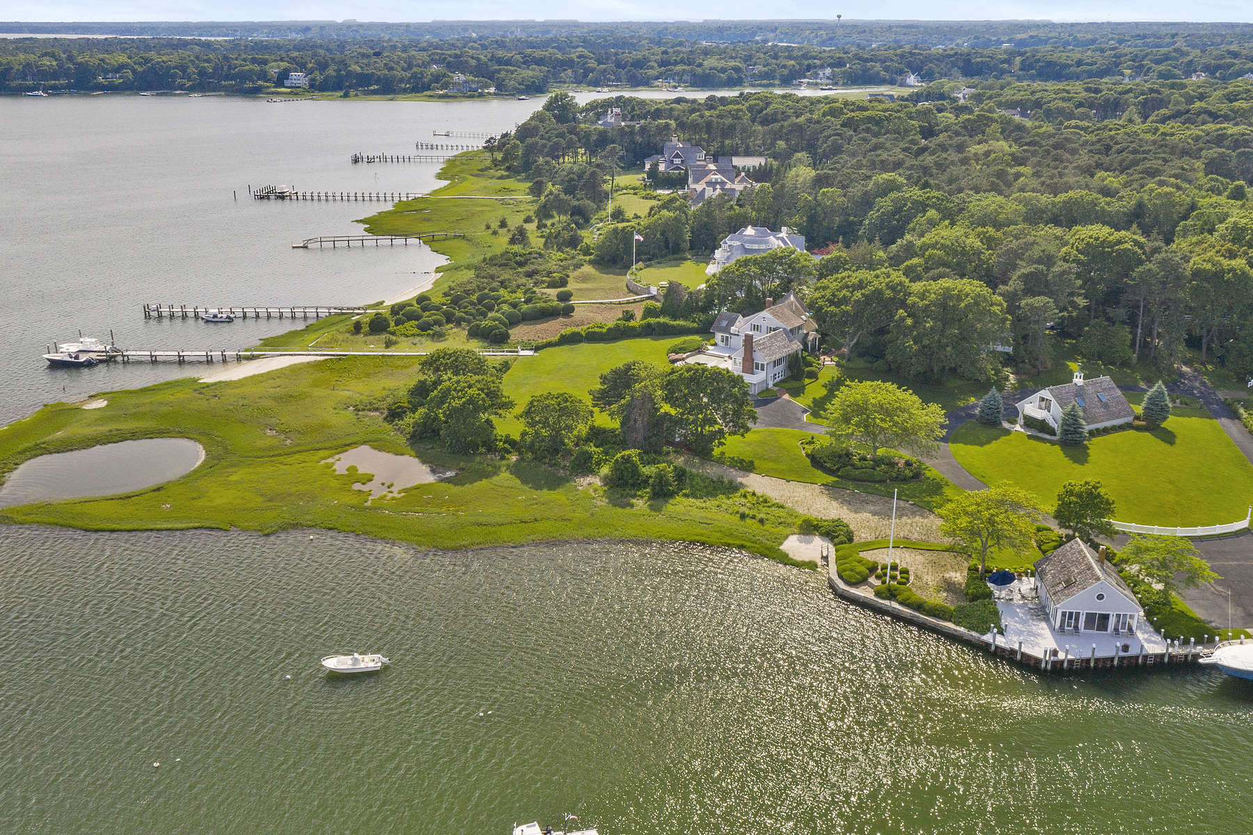 Single Family Homes 为 销售 在 227 Bridge Street Osterville, 马萨诸塞州 02655 美国