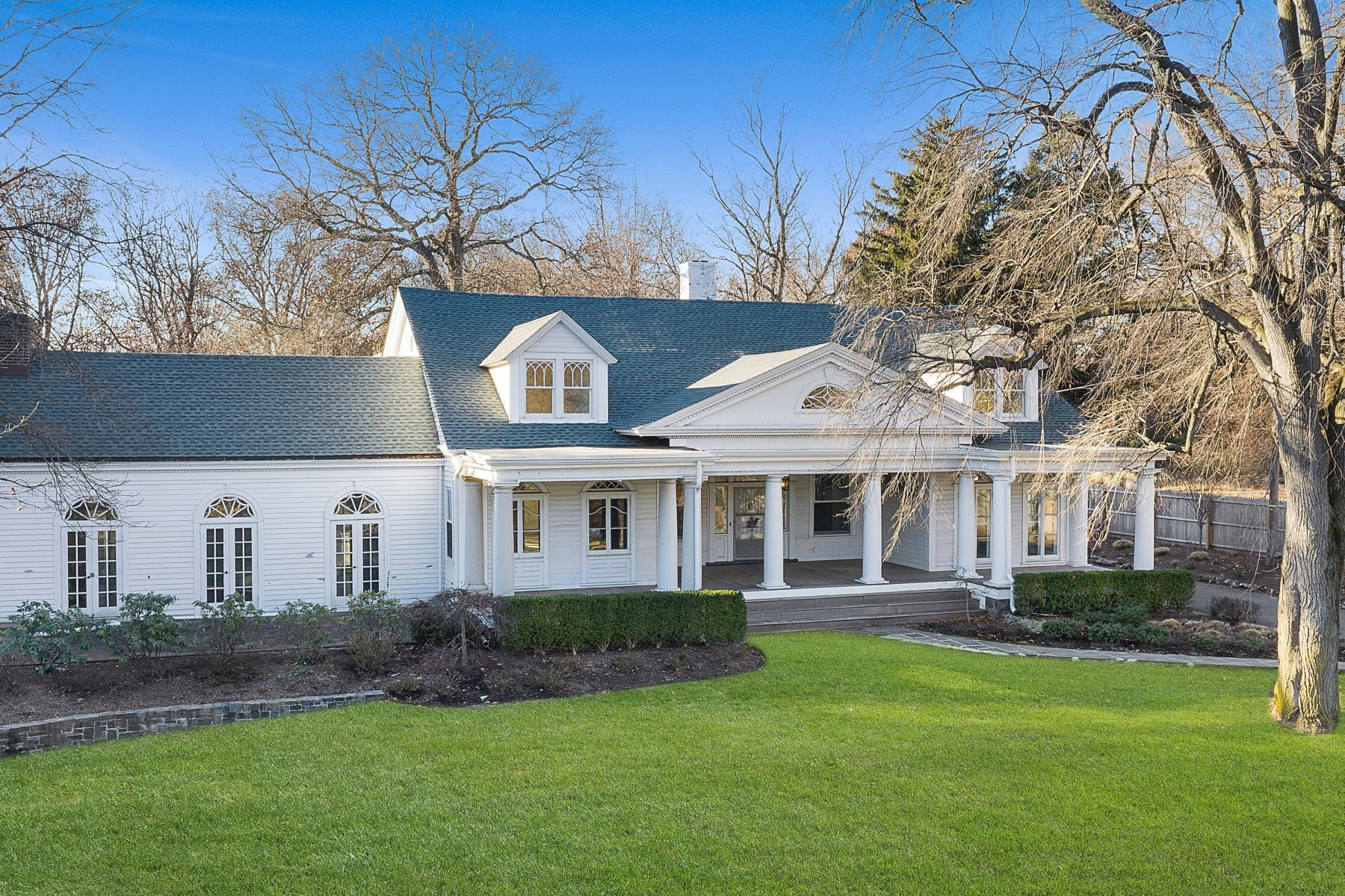 single family homes pour l Vente à The Best of Old & New 29 Knickerbocker Rd, Tenafly, New Jersey 07670 États-Unis
