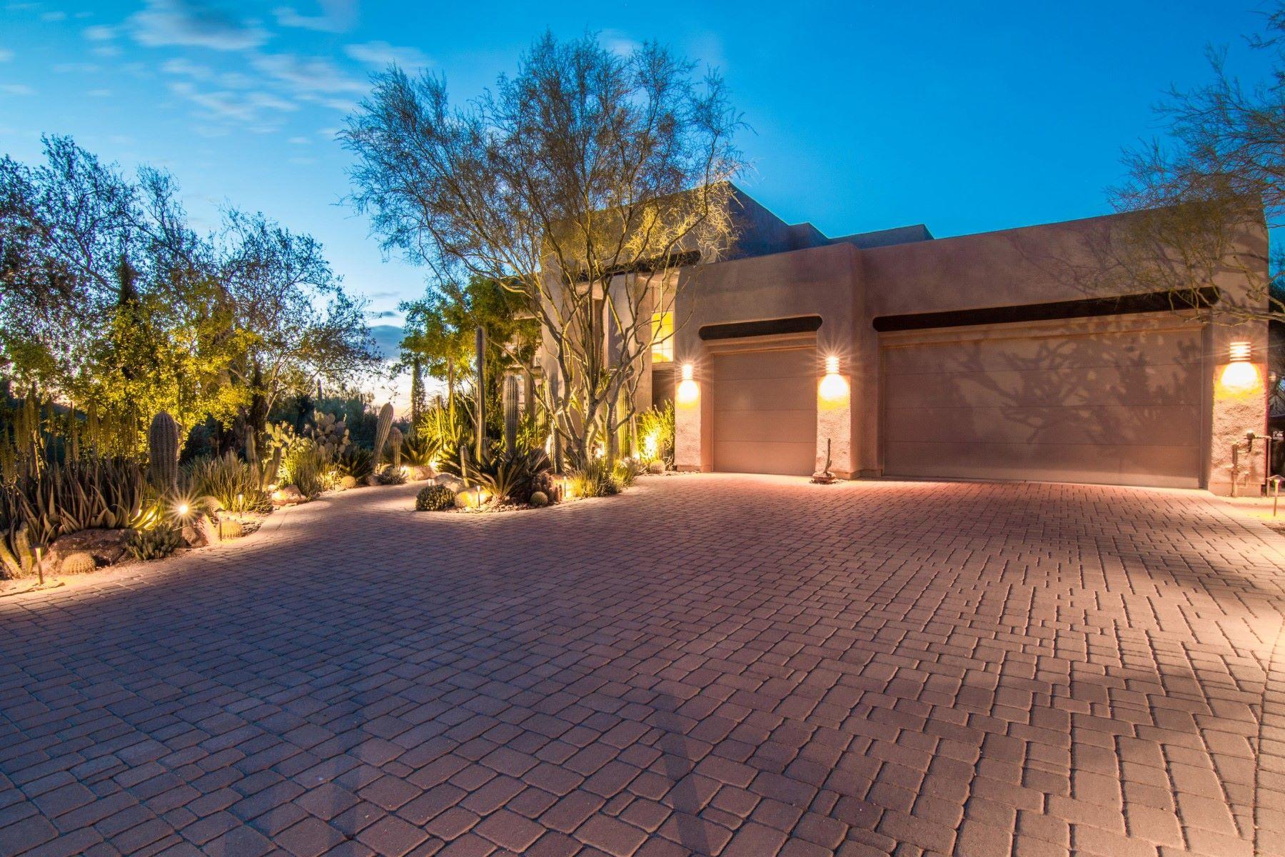 Maison unifamiliale pour l Vente à Renonvated North Scottsdale Desert Beauty 7766 E Jomax Rd Scottsdale, Arizona, 85266 États-Unis