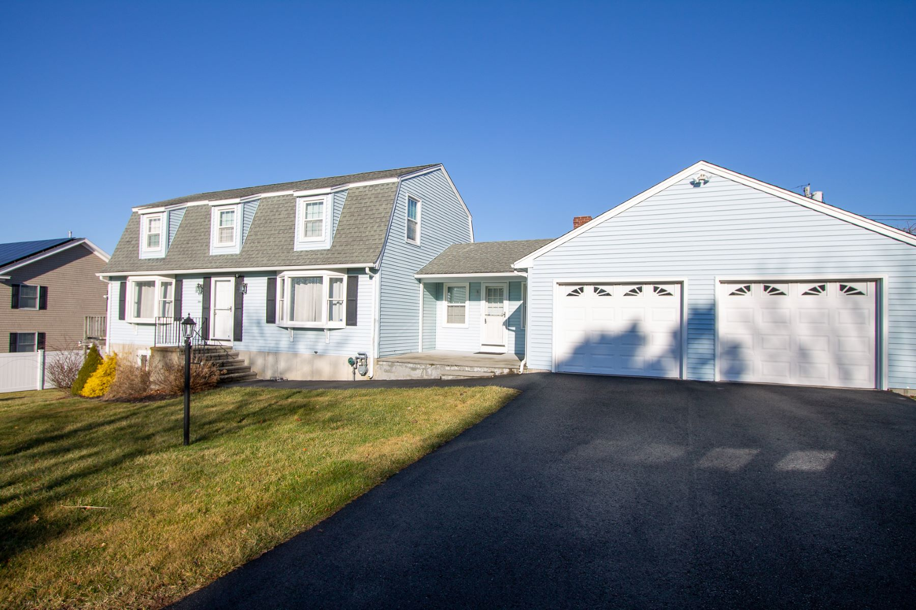 Single Family Homes for Sale at Cul-de-Sac Turnkey Residence on Easton's Point 4 Maloney Lane Middletown, Rhode Island 02842 United States