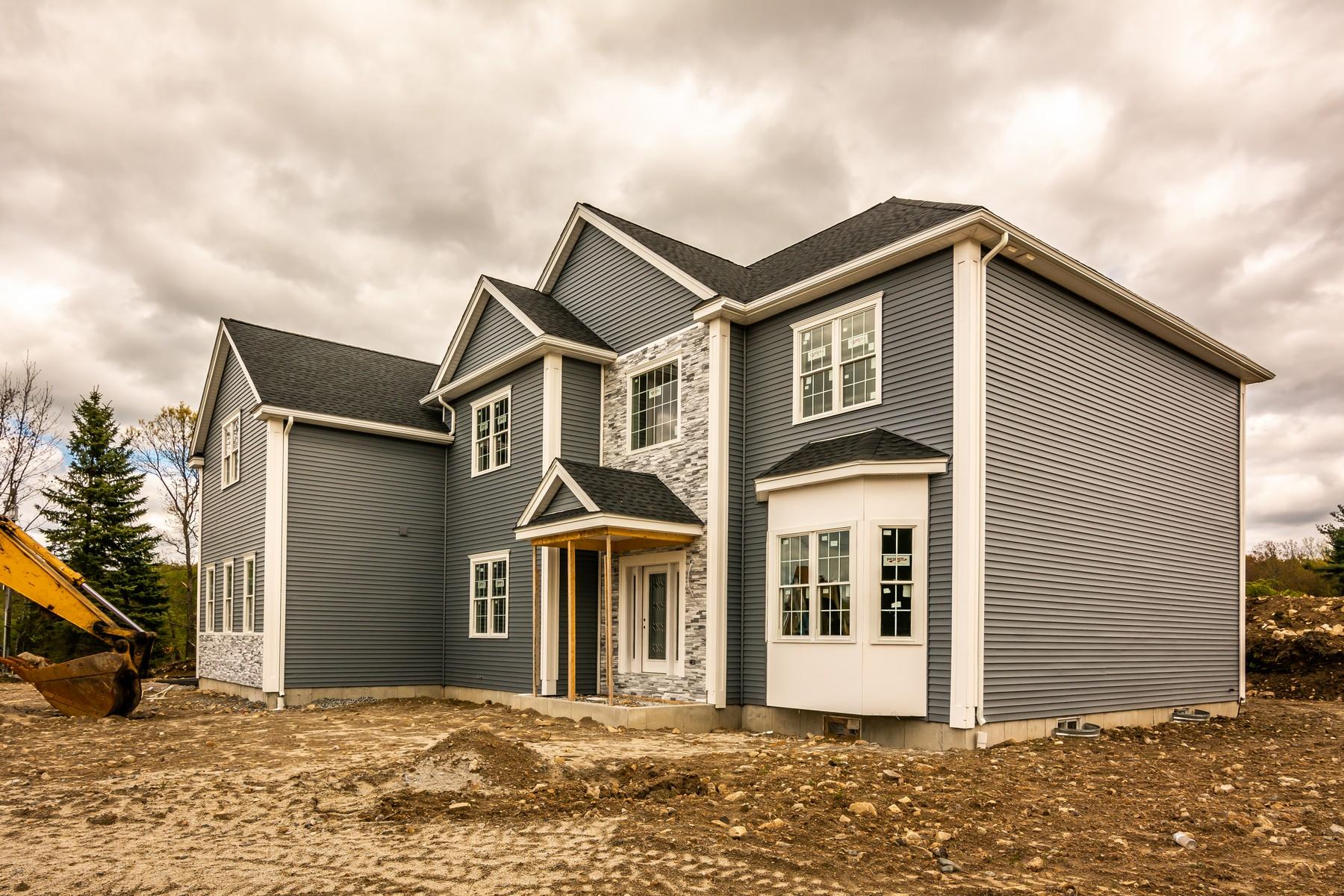 Single Family Homes pour l Vente à Impressive, Customized Colonial Style Home 20 Lackey Street Westborough, Massachusetts 01581 États-Unis