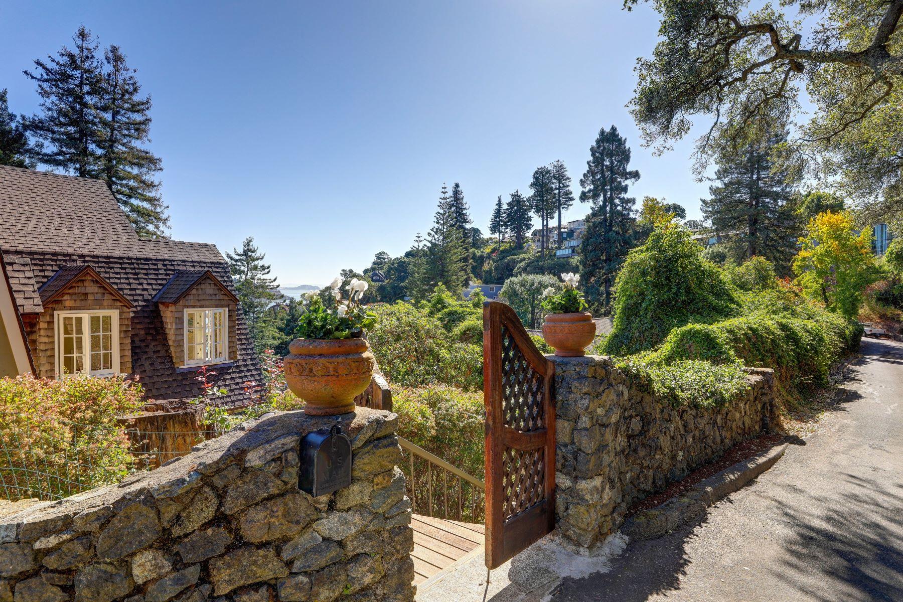 Single Family Homes para Venda às Turn-of-the Century Jewel with Spectacular Views 370 Bella Vista Ave, Belvedere, Califórnia 94920 Estados Unidos