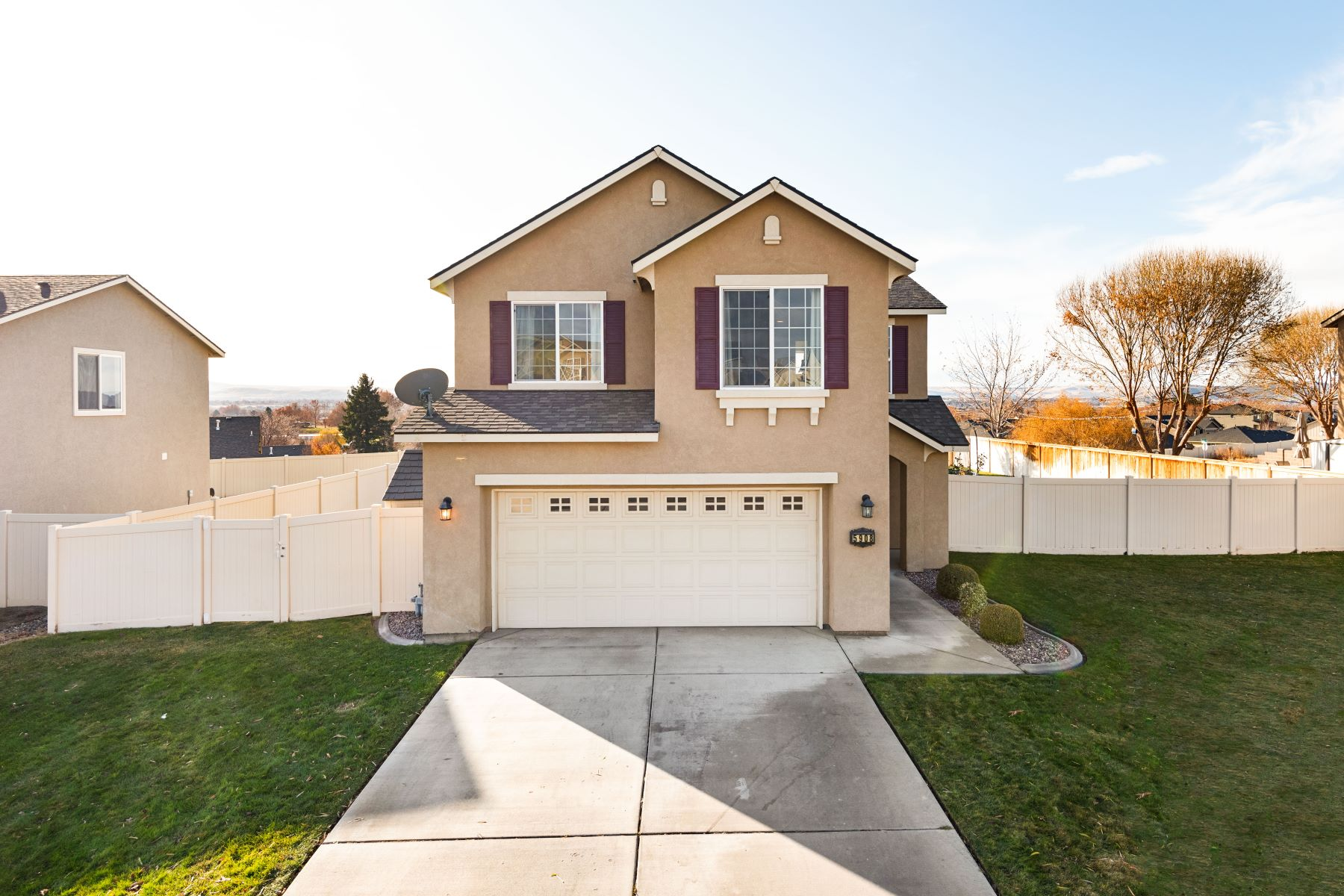 Single Family Homes for Sale at Home with a VIEW! 5908 Thistledown Drive Pasco, Washington 99301 United States