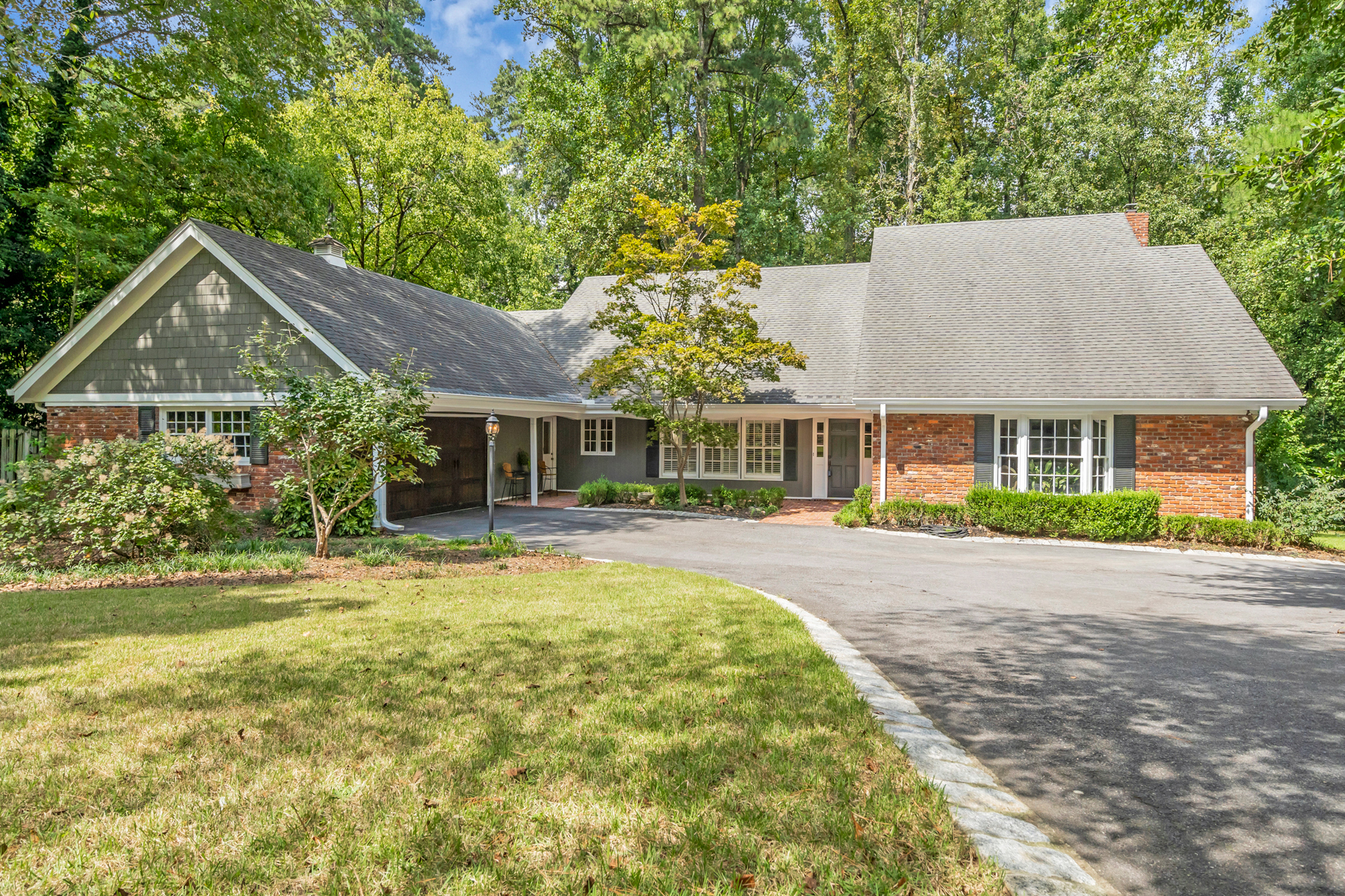 Single Family Home for Sale at Gorgeous Buckhead Traditional 3435 Valley Rd Atlanta, Georgia 30305 United States
