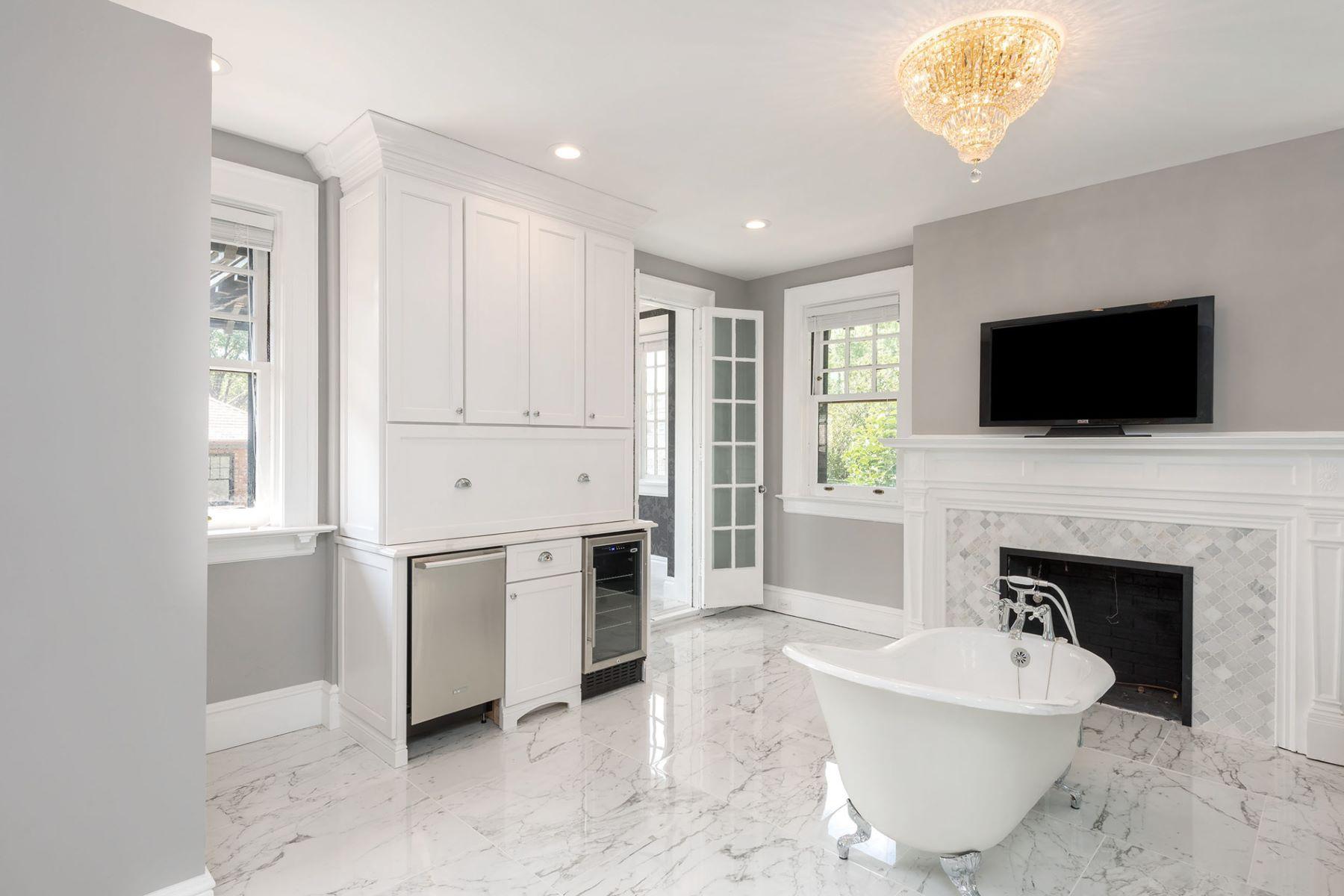 Additional photo for property listing at Washington Terr 12 Washington Terrace St. Louis, Missouri 63112 United States