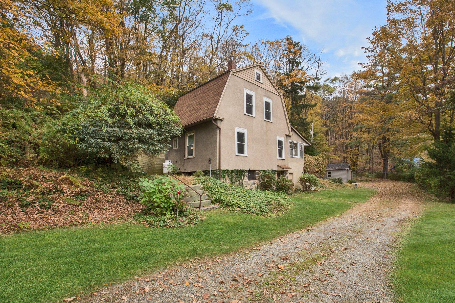 "獨棟家庭住宅 為 出售 在 ""Fox Hill Cottage"" 8 Patterson Hill Road, Tuxedo Park, 紐約州, 10987 美國"