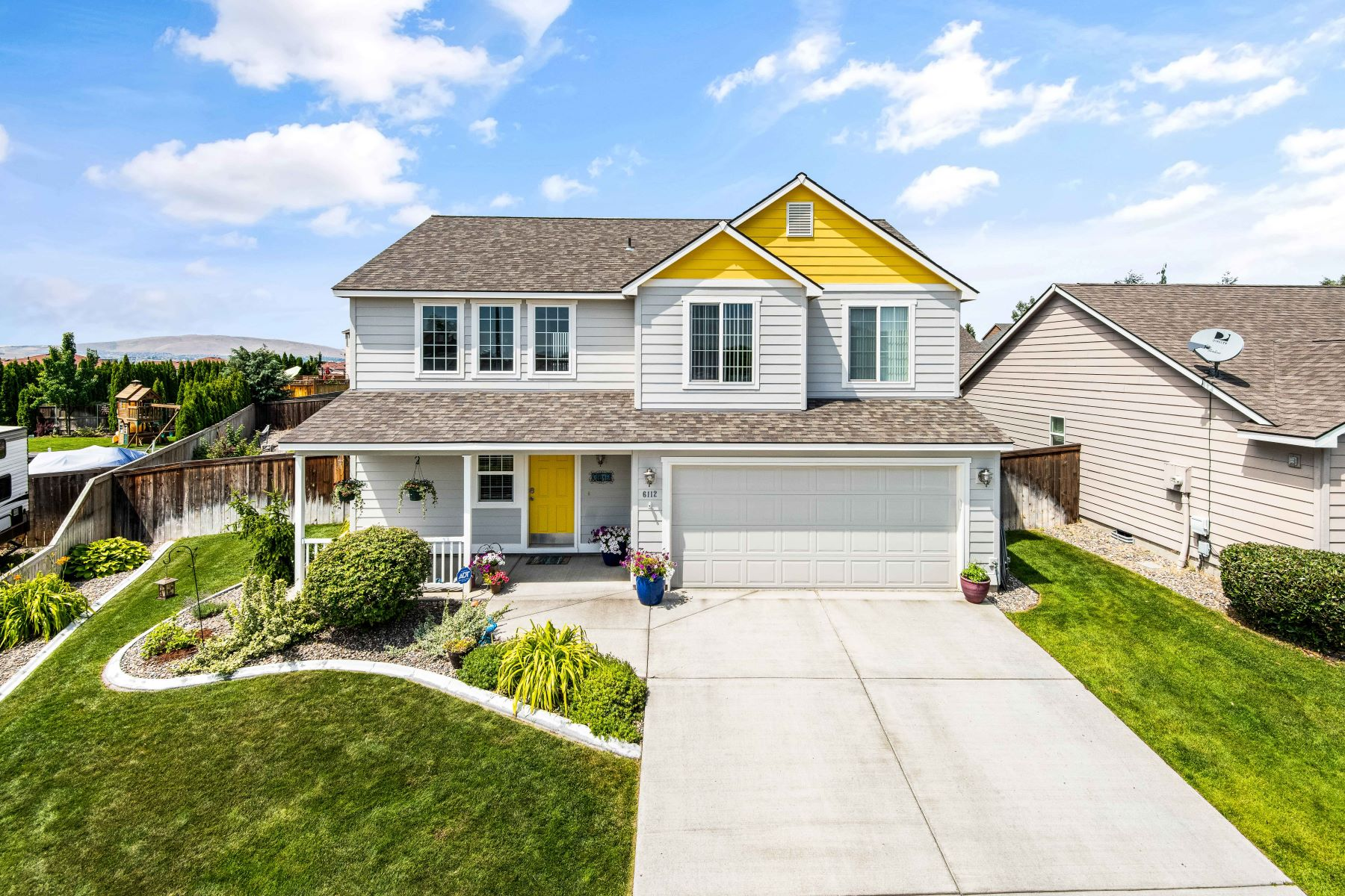 Single Family Homes for Sale at One Sweet Home! 6112 Cavendish Court Pasco, Washington 99301 United States