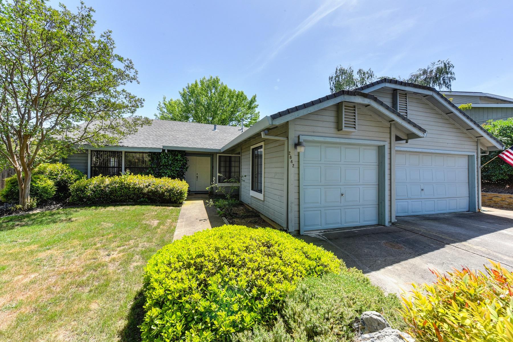 Maison unifamiliale pour l Vente à 2842 Clemson Drive, Cameron Park, CA 95682 Cameron Park, Californie 95682 États-Unis