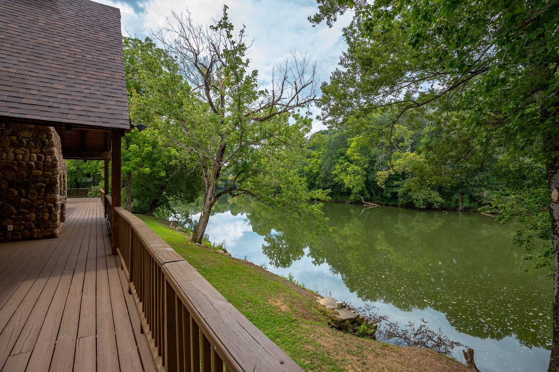 Additional photo for property listing at Stunning Riverfront Dream Home 50 Jones Slough Road Kingston, Georgia 30145 United States