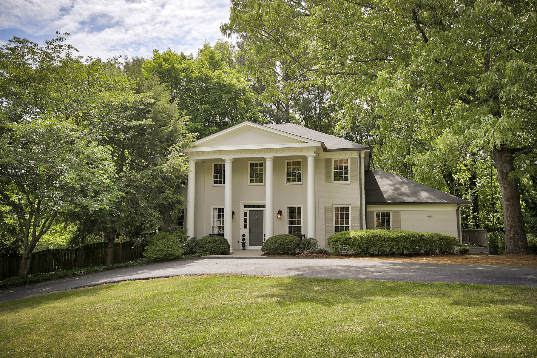 Single Family Home for Sale at Walk To Vinings Villages And The Cochise Club 3356 Cochise Drive SE Atlanta, Georgia 30339 United States