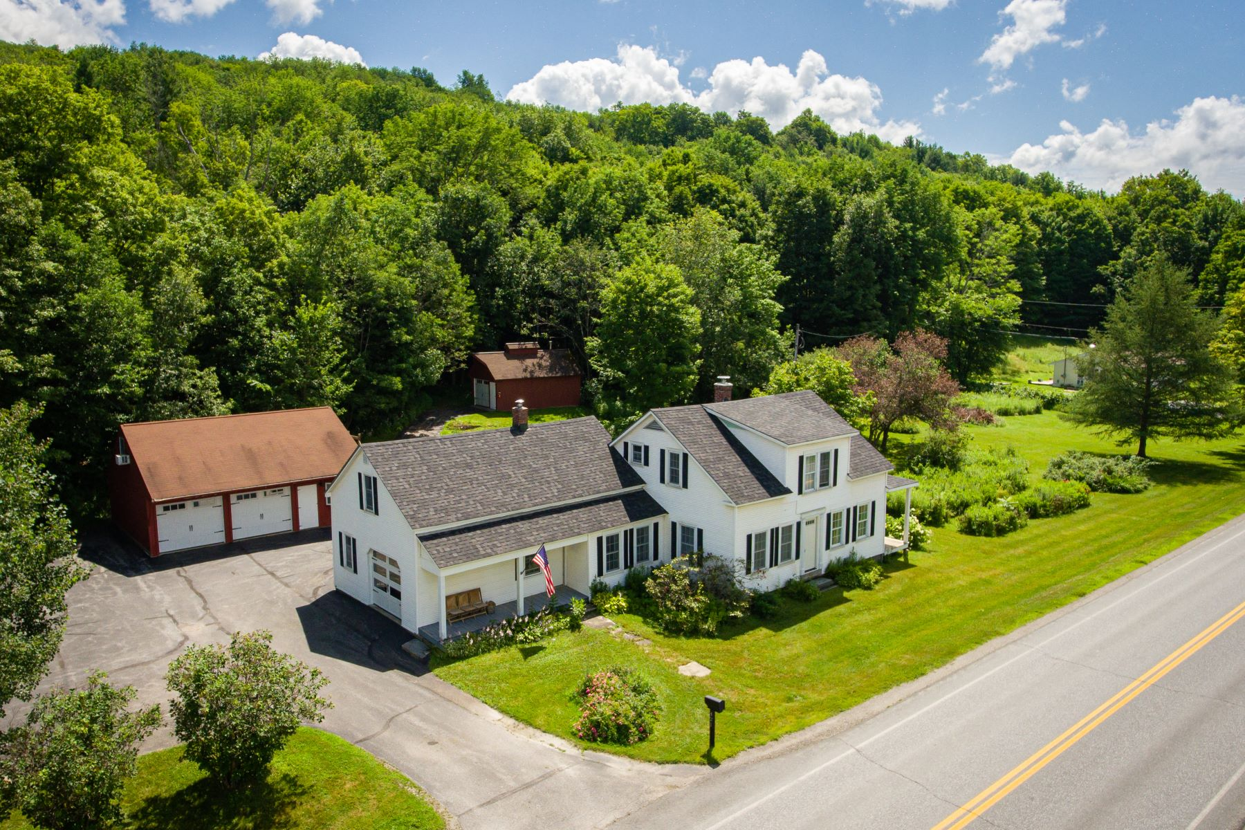 Single Family Homes for Sale at 421 Browns Trace Road, Jericho 421 Browns Trace Rd Jericho, Vermont 05465 United States