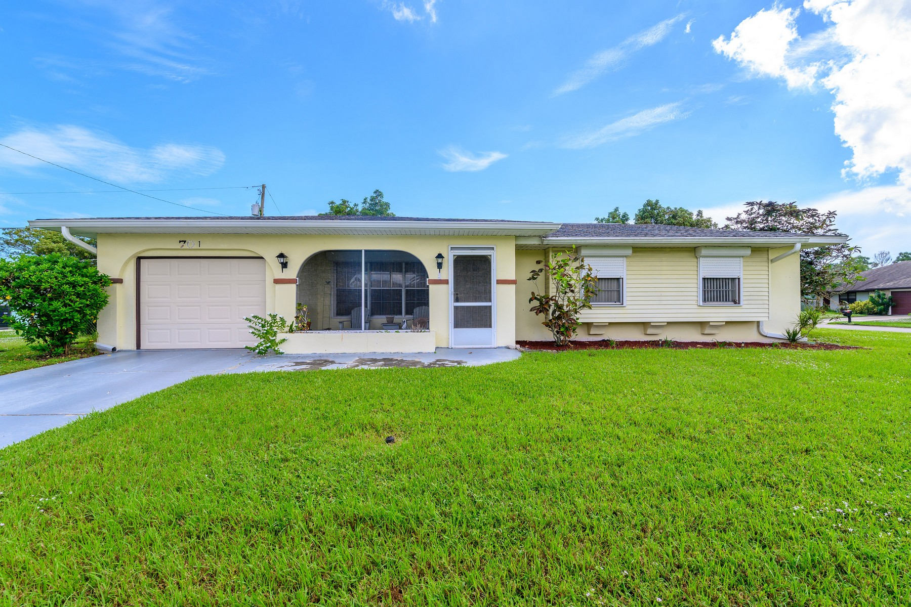 Single Family Homes 为 销售 在 Port Malabar 701 Cobblestone Lane NE Palm Bay, 佛罗里达州 32905 美国