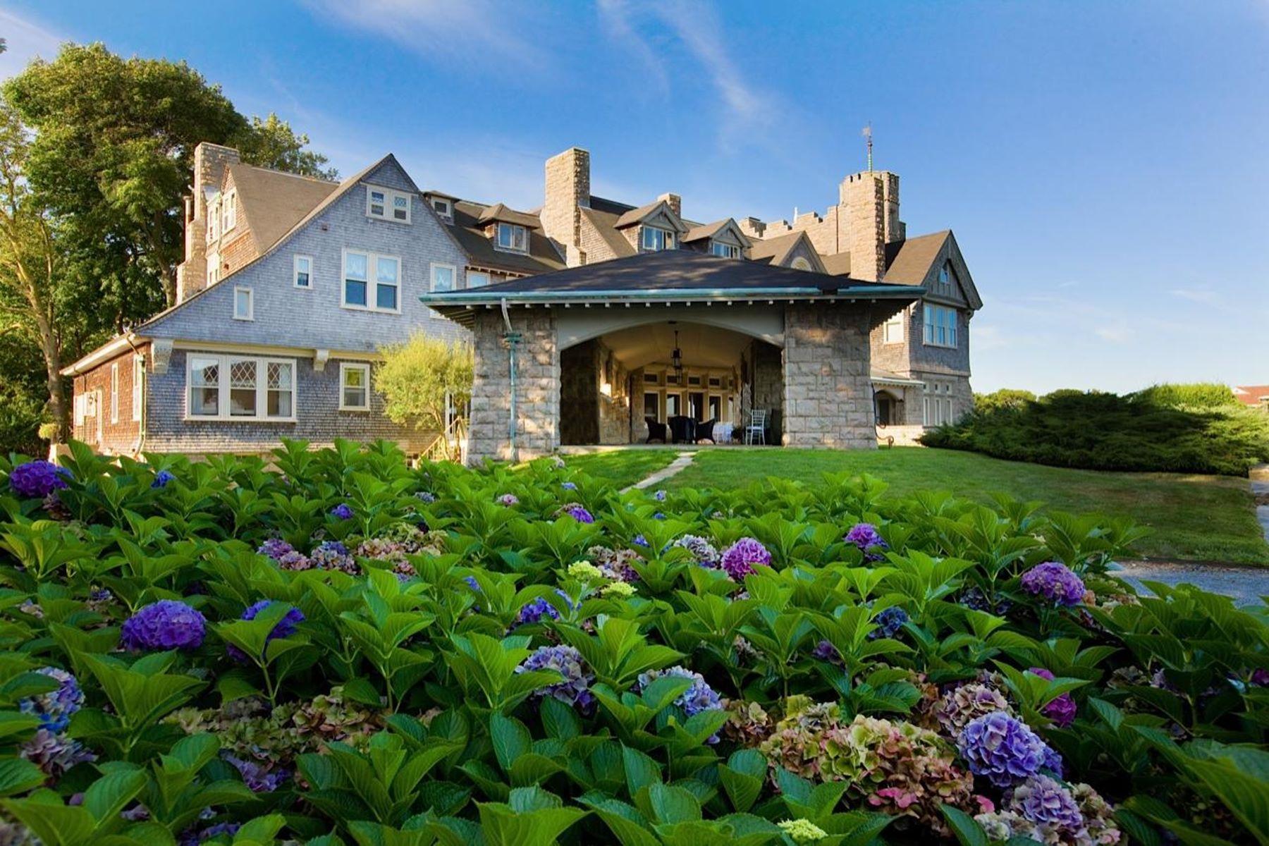 Condominio por un Venta en Beechbound 127 Harrison Avenue Unit #2 Newport, Rhode Island 02840 Estados Unidos