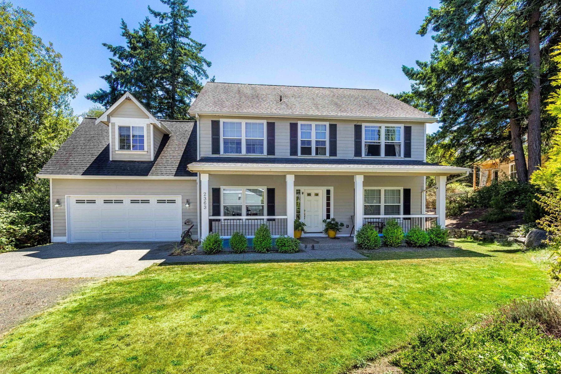 واحد منزل الأسرة للـ Sale في Island Living in Sunny Fort Ward 2363 Robertson Ave NE Bainbridge Island, Washington, 98110 United States