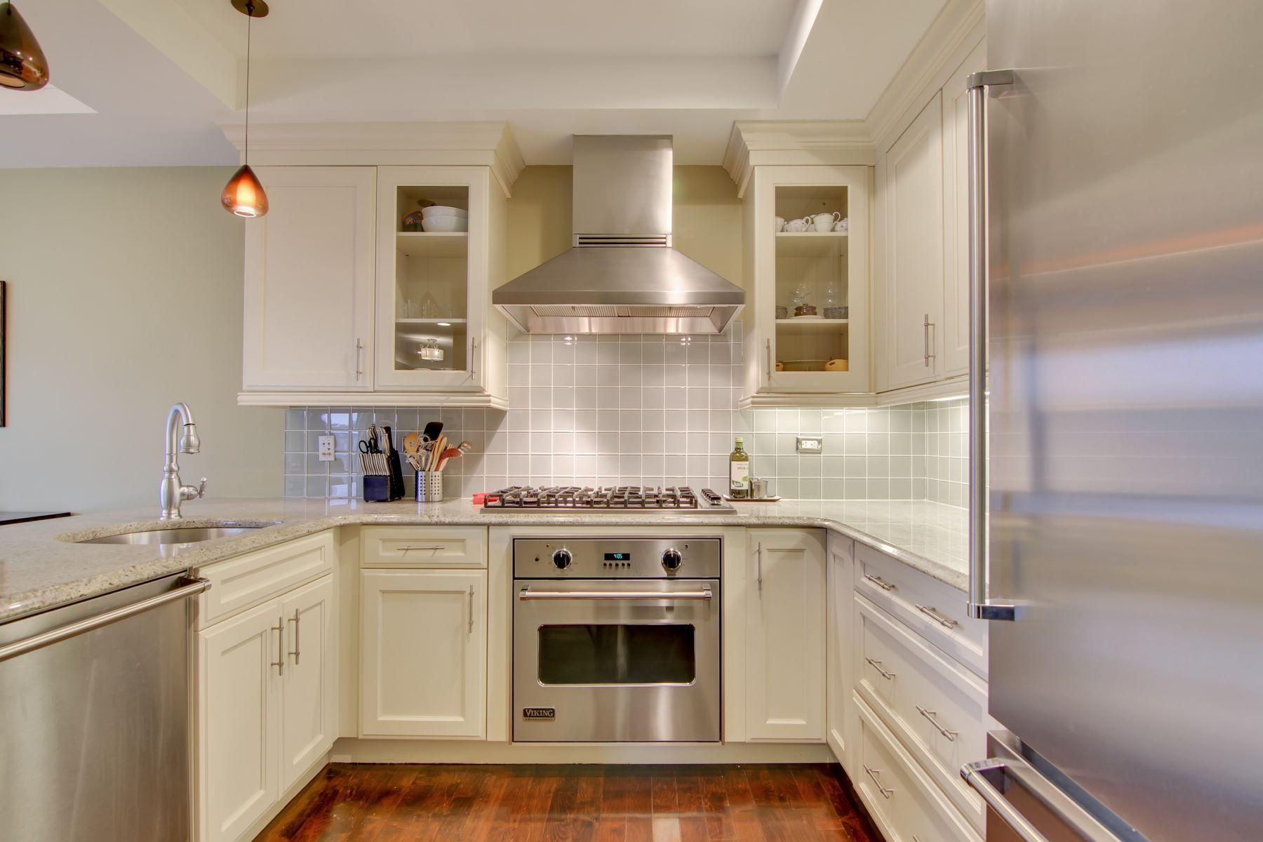 Condomínio para Venda às World class luxury awaits you 32 Cambridge Way #32 Weehawken, Nova Jersey, 07086 Estados Unidos