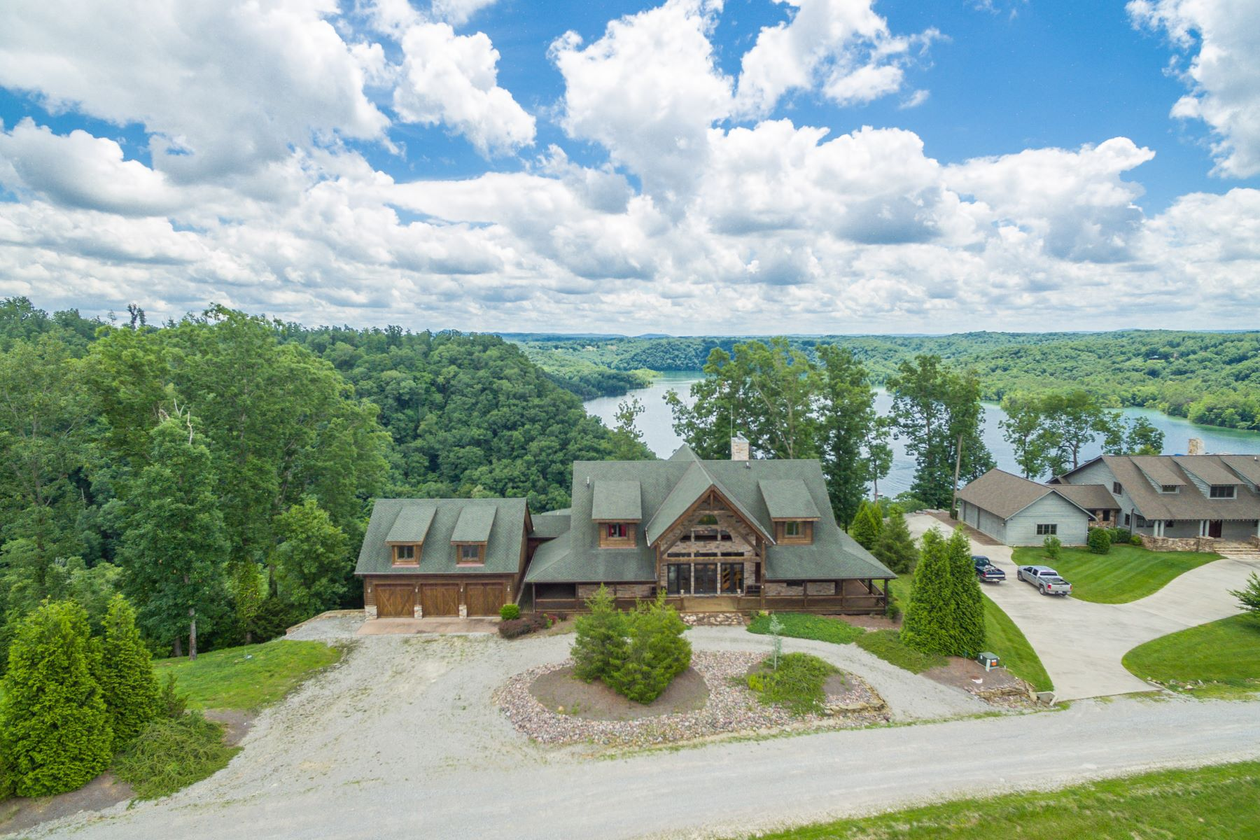 Single Family Home for Sale at 390 Eagle Point Drive Albany, Kentucky 42602 United States
