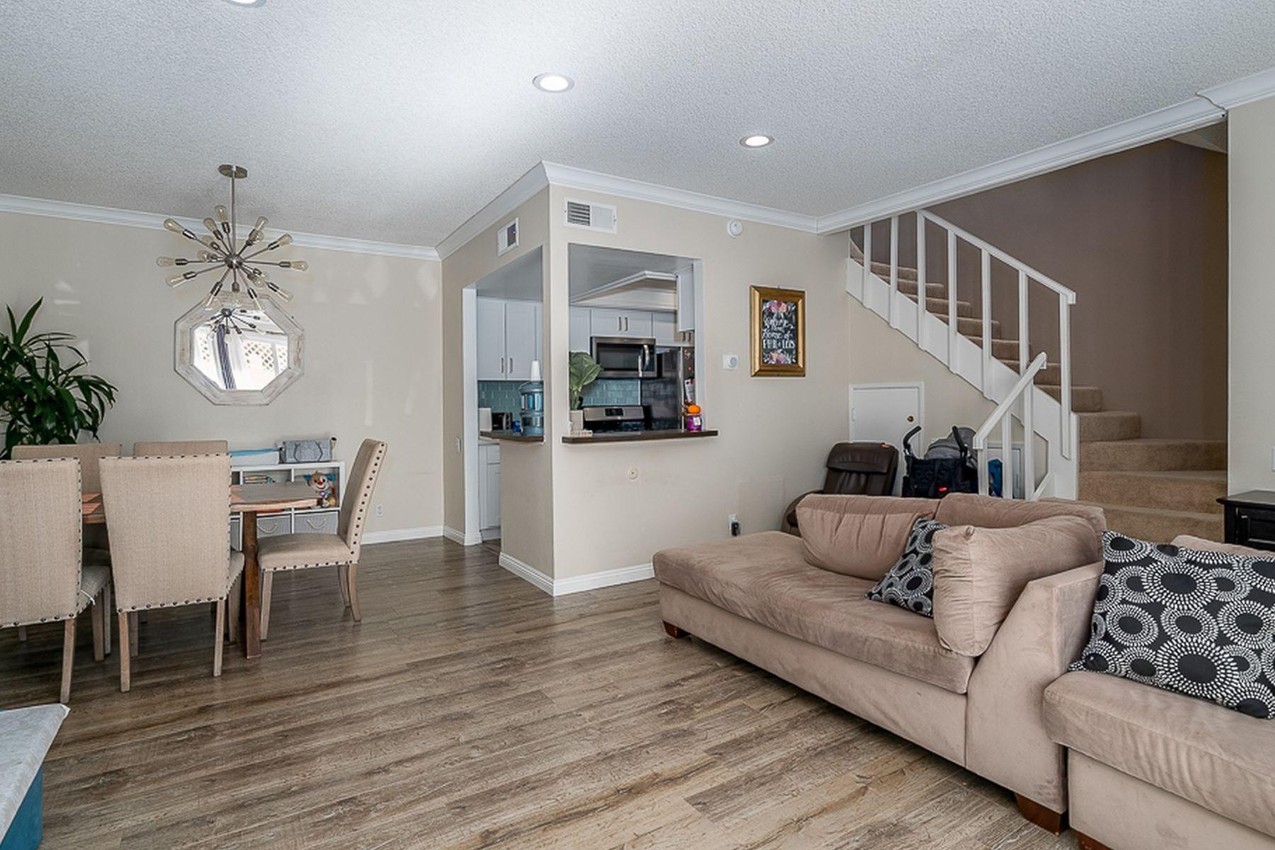 Condominiums for Sale at 5142 Zelzah Avenue #22 Encino, California 44500 United States