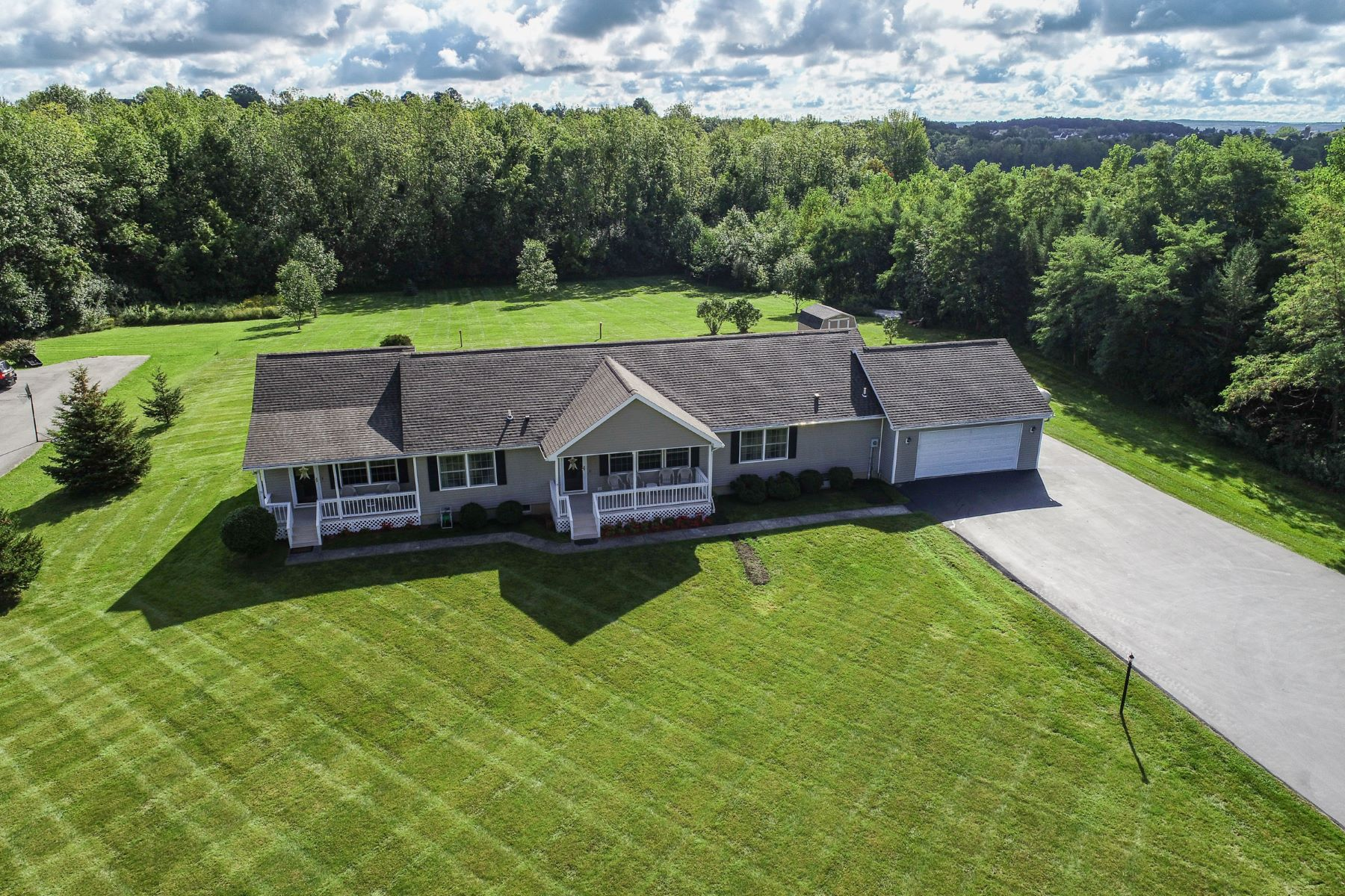 Single Family Homes für Verkauf beim Custom Super Ranch with True In-Law Apartment 3731 State Route 21 South, Canandaigua, New York 14424 Vereinigte Staaten