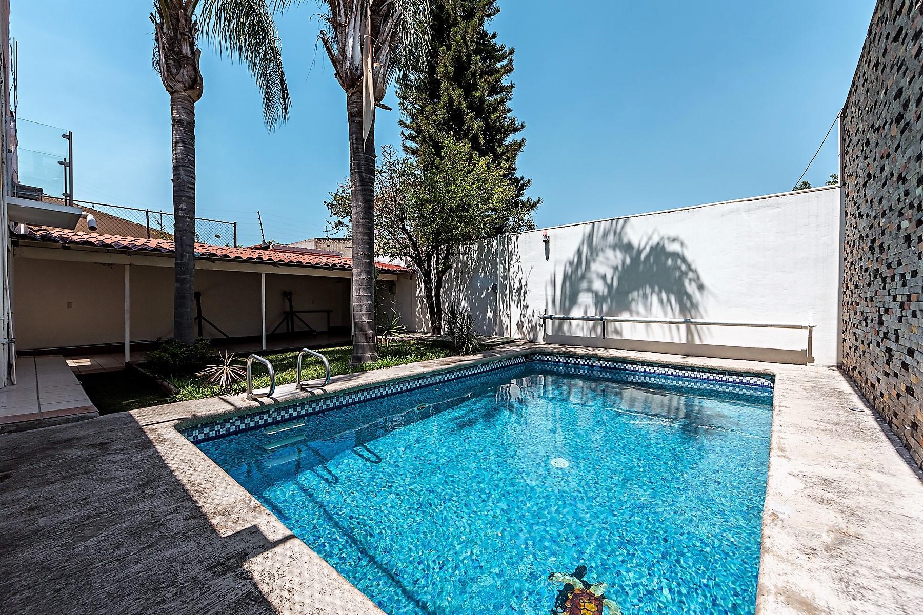 Single Family Homes for Sale at Casa Jardines del Country at Guadalajara. Fidel Velázquez Sánchez 1938 Guadalajara, Jalisco 44210 Mexico