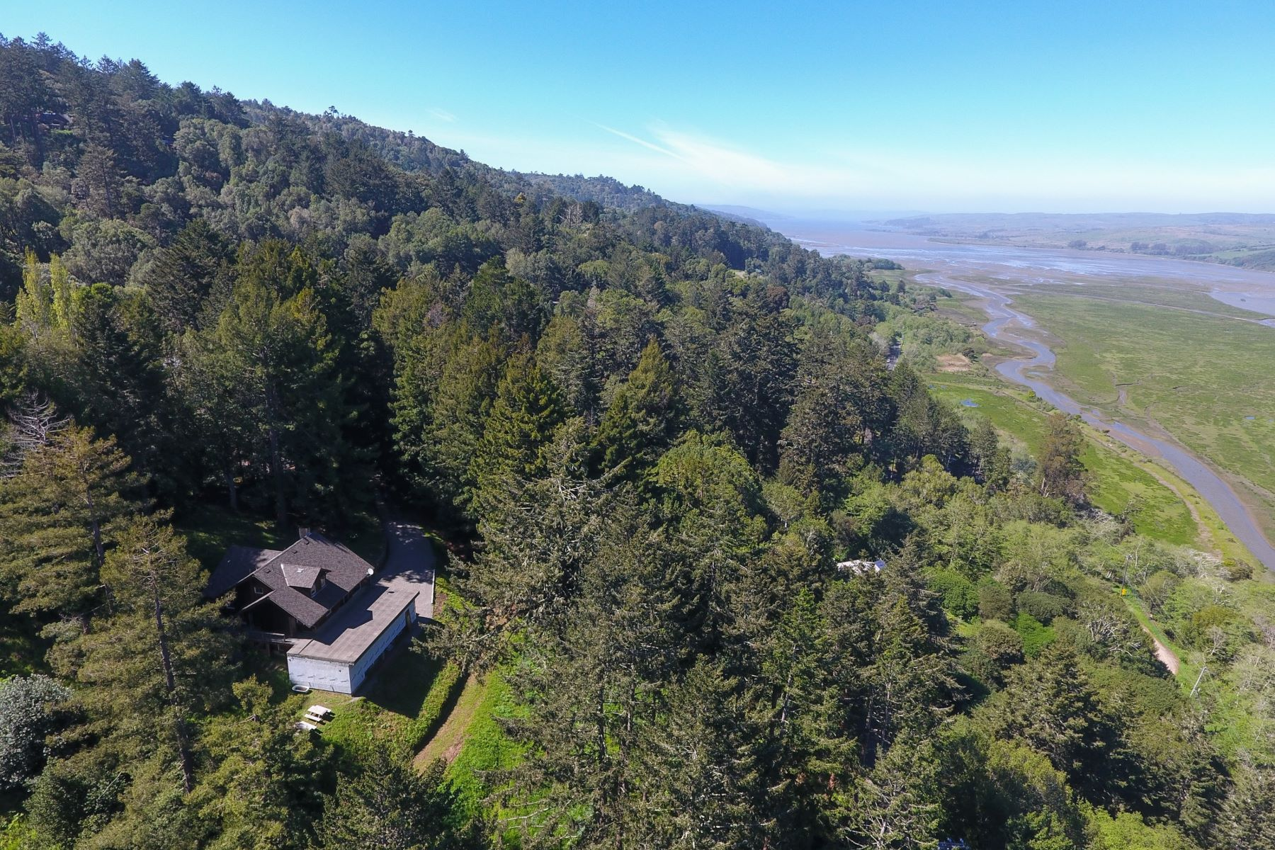 Additional photo for property listing at Vintage Inverness Home on 1.49 Acres, Stunning Water Views 15 Drakes View Drive Inverness, Kalifornien 94937 Vereinigte Staaten