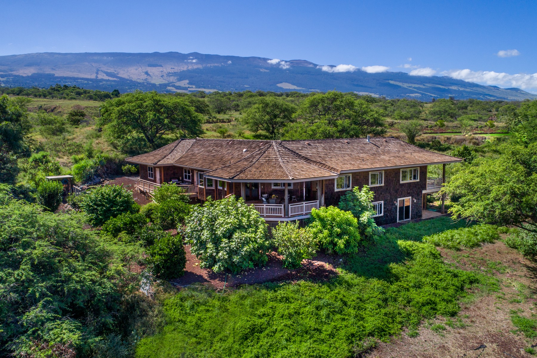 独户住宅 为 销售 在 Maui Upcountry Classic Plantation Home On 6 Acres 101 Ikena Kai Place 库拉, 夏威夷 96790 美国