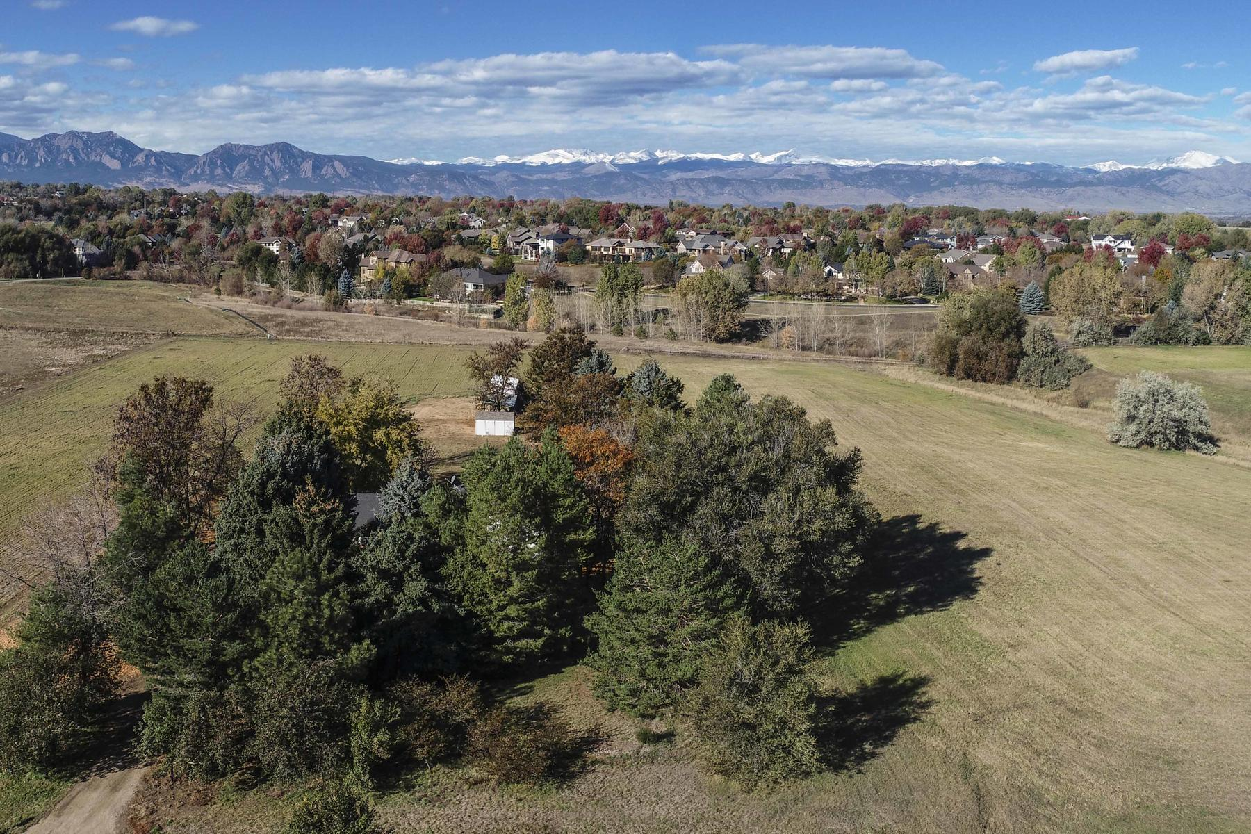 Additional photo for property listing at Updated Horse Property with Desirable Views 10203 Arapahoe Road Lafayette, Colorado 80026 United States