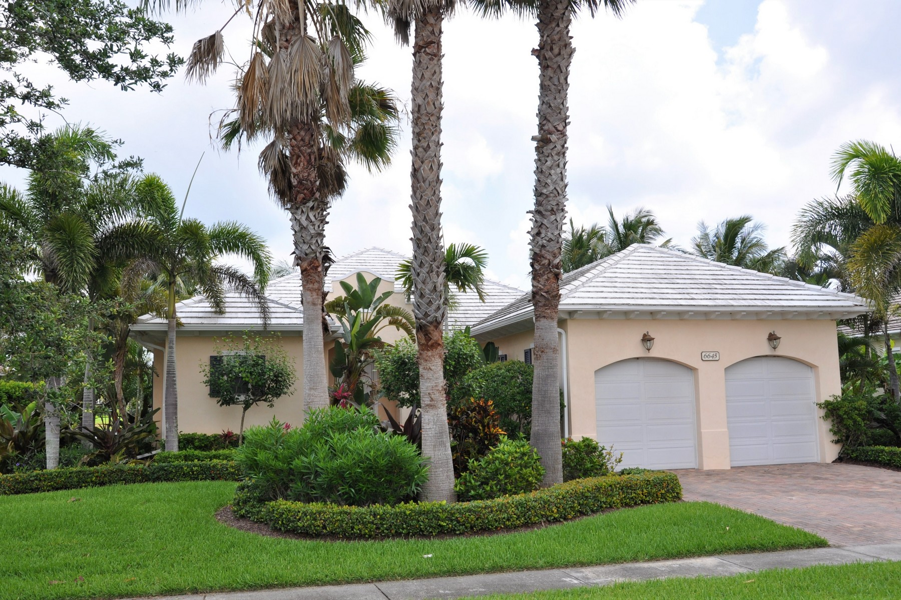 Single Family Home for Sale at Captivating Lakefront Home 6645 Martinique Way Vero Beach, Florida 32967 United States