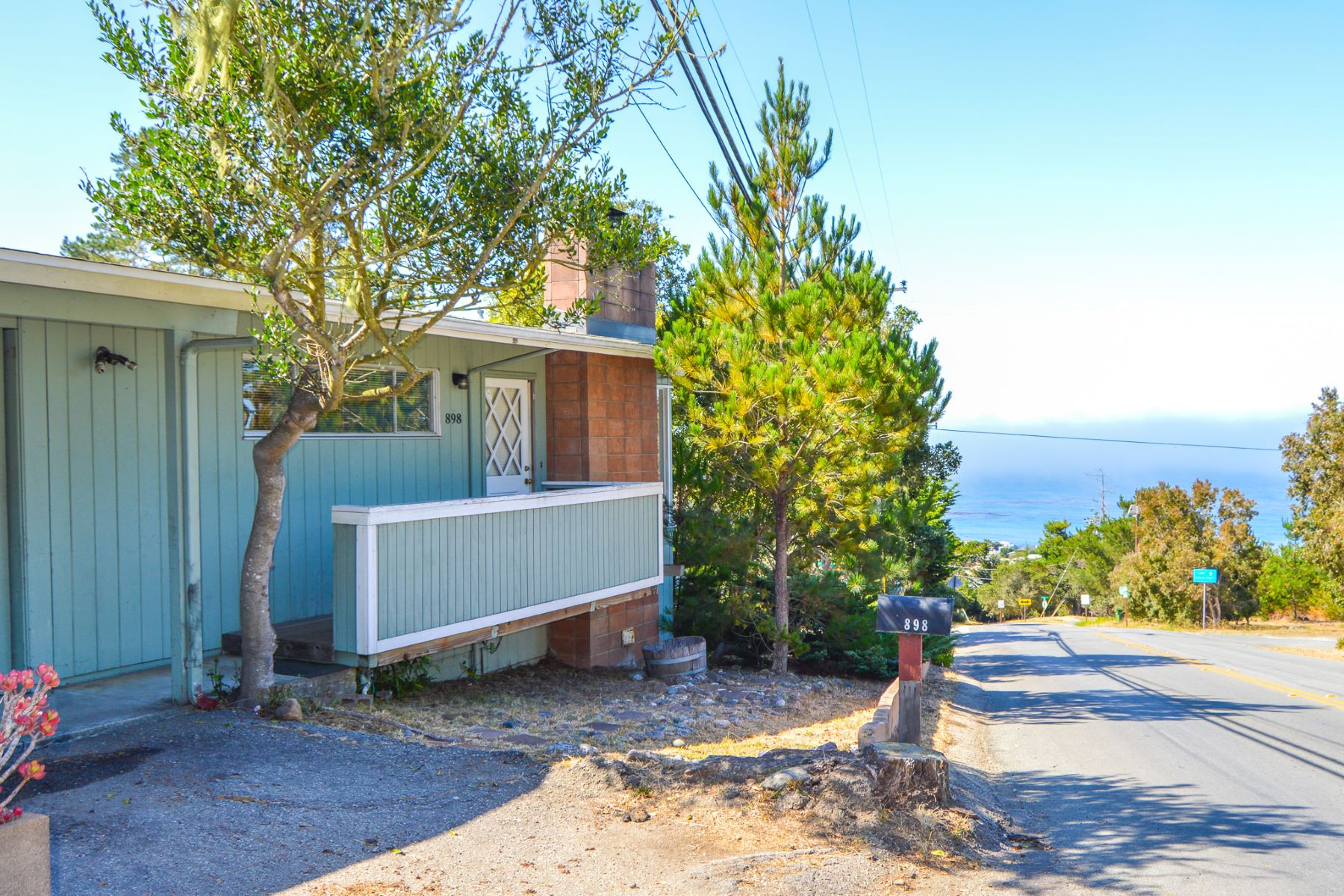 Single Family Homes for Sale at Mid Century Diamond in the Rough 898 Ardath Drive Cambria, California 93428 United States