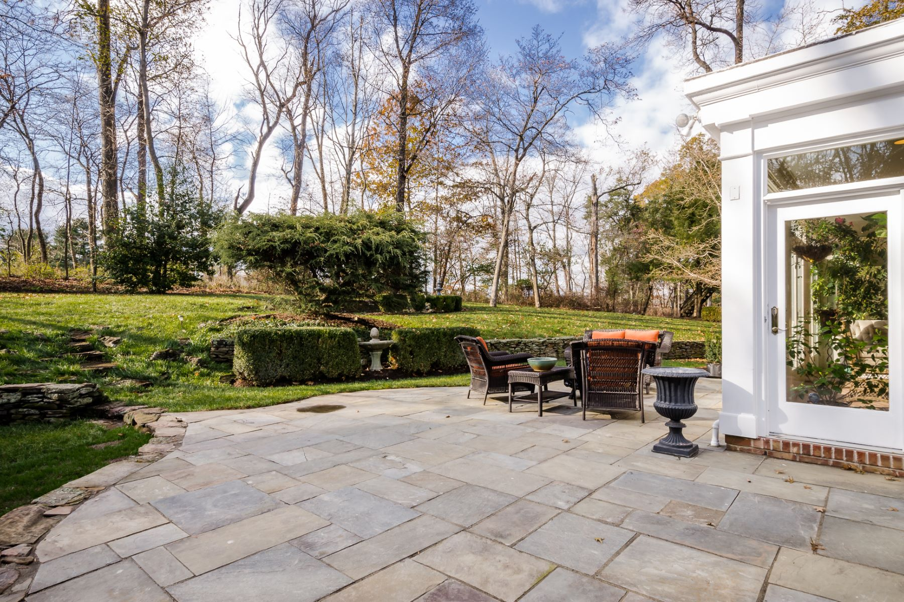 Additional photo for property listing at A Welcoming Home with Professional Touches 25 Duncan Lane, Skillman, New Jersey 08558 United States