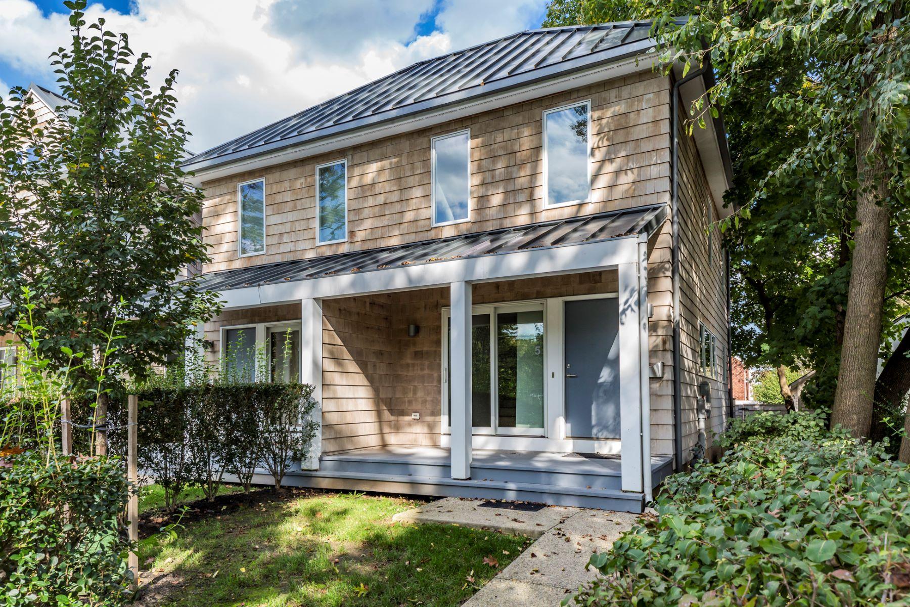 Таунхаус для того Продажа на Clean, Cool Spaces, Bathed in Natural Light 5 Greenview Avenue, Princeton, Нью-Джерси 08542 Соединенные ШтатыВ/Около: Princeton