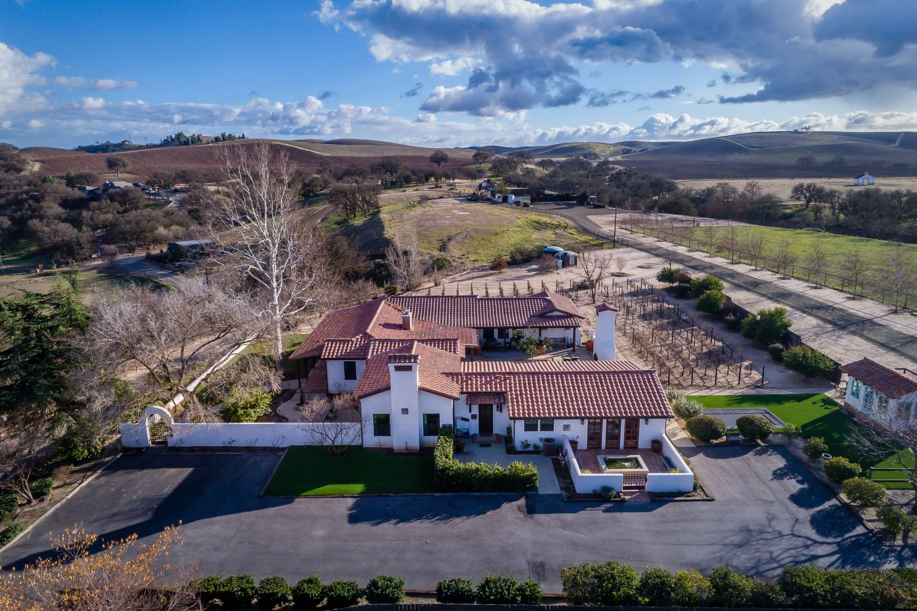 Single Family Home for Sale at Rioja Ranch 2225 Kit Fox Lane, Paso Robles, California, 93446 United States