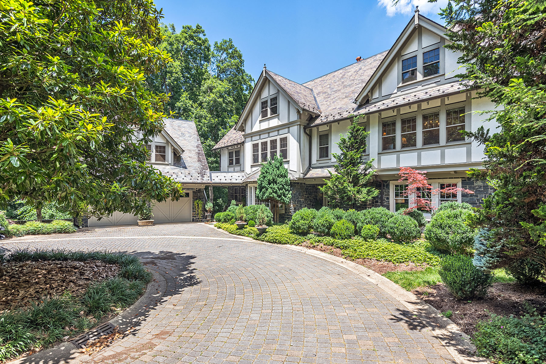 Single Family Homes for Active at ASHEVILLE 9 Eastwood Rd Biltmore Forest, North Carolina 28803 United States