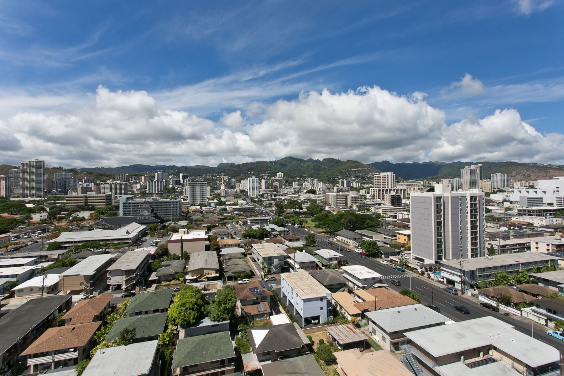 Additional photo for property listing at Charming Moana Pacific 1296 Kapiolani Blvd #1709 Honolulu, Hawaii 96814 United States