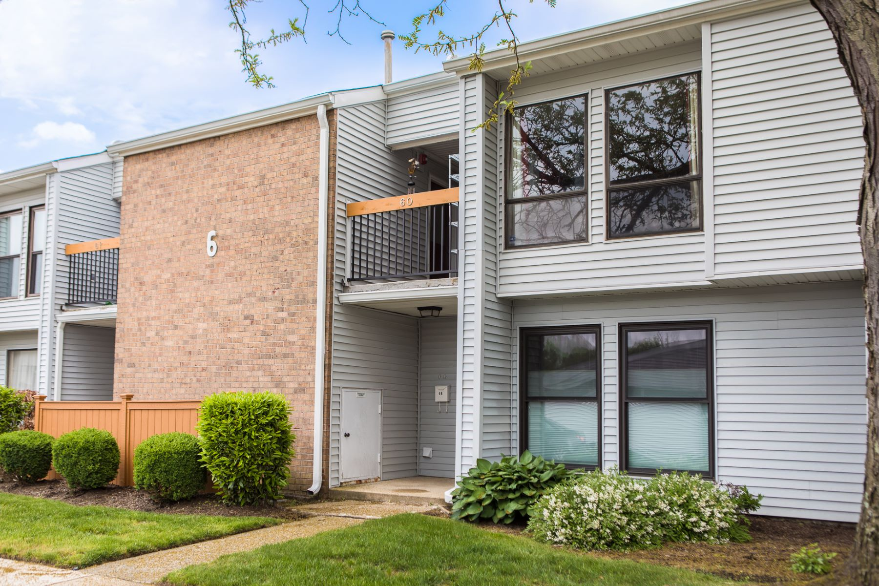 condominiums for Sale at A Sophisticated Renovation for East Windsor Condo 6 Dennison Drive Unit O, East Windsor, New Jersey 08520 United States