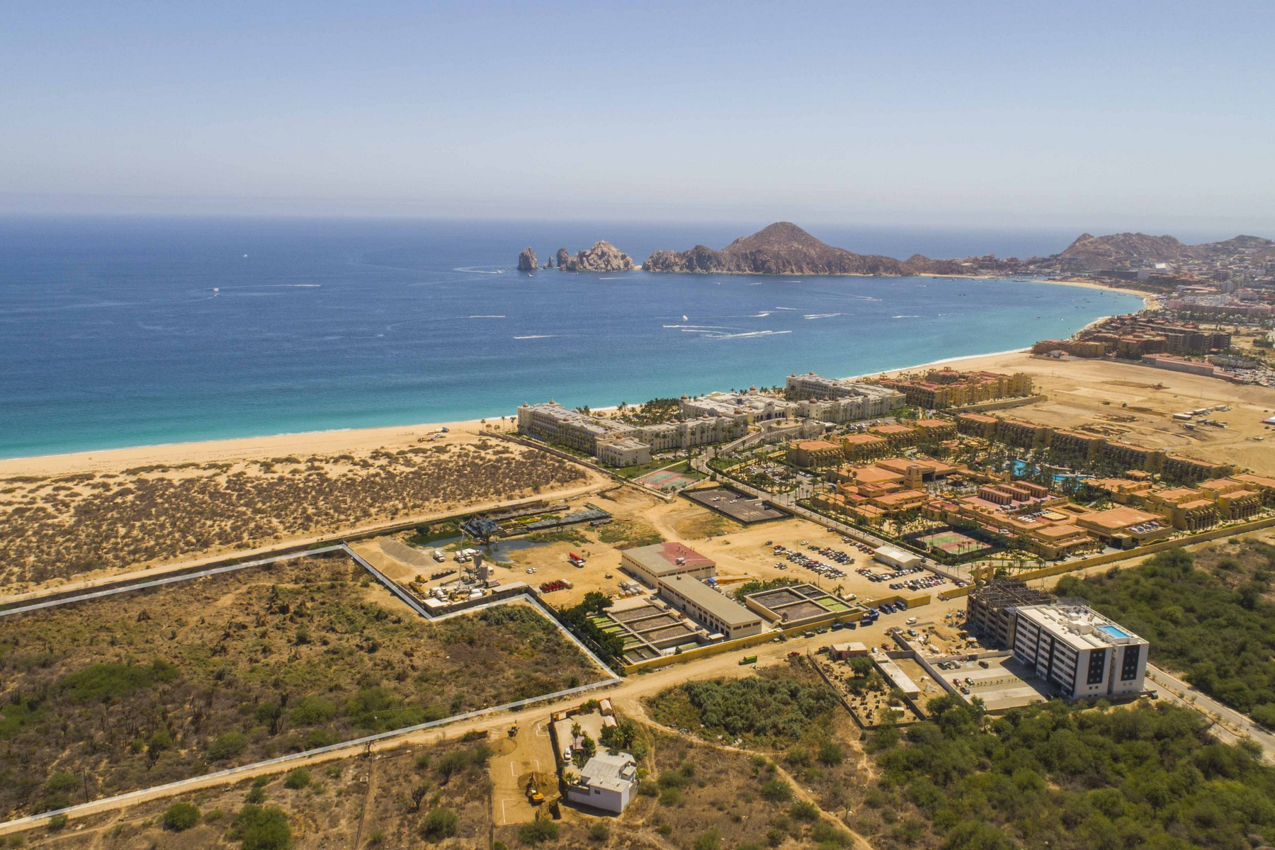 Additional photo for property listing at La Huerta Camino Viejo a San Jose Entre Instalaciones Riu y Panteon Cabo San Lucas, Baja California Sur 23454 Mexico